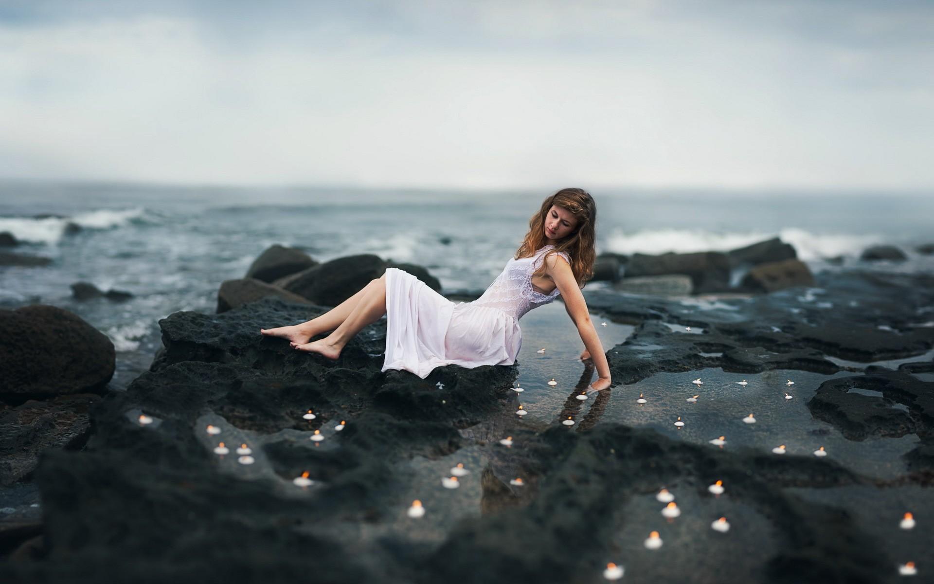 Картинка девушка на берегу моря