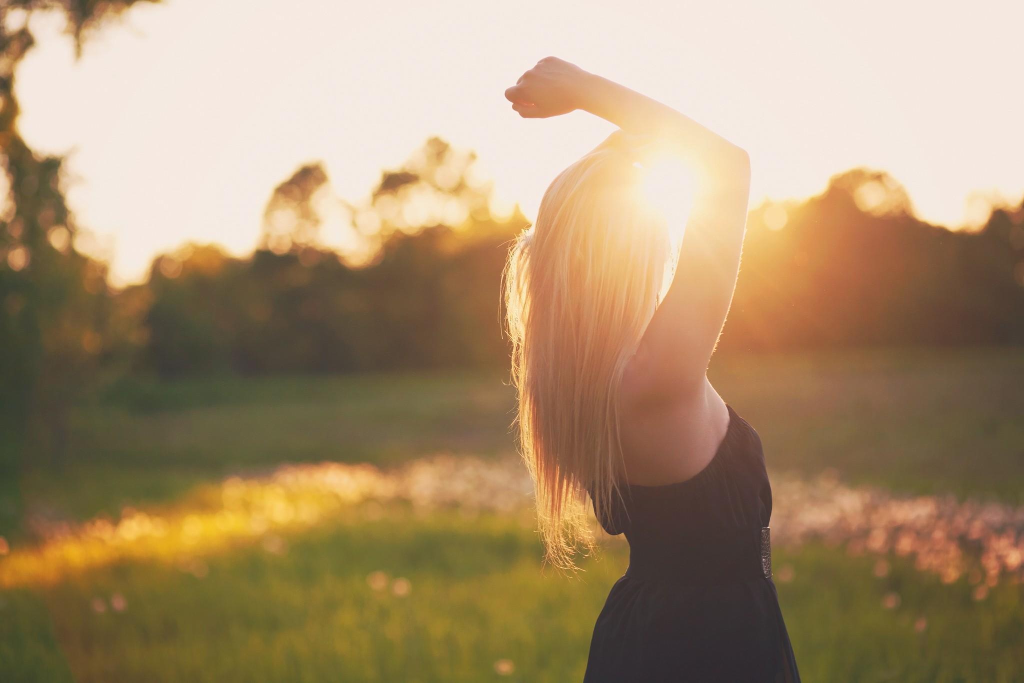 Много красивых фотографий девушек со спины на аву, блондинки и брюнетки 12