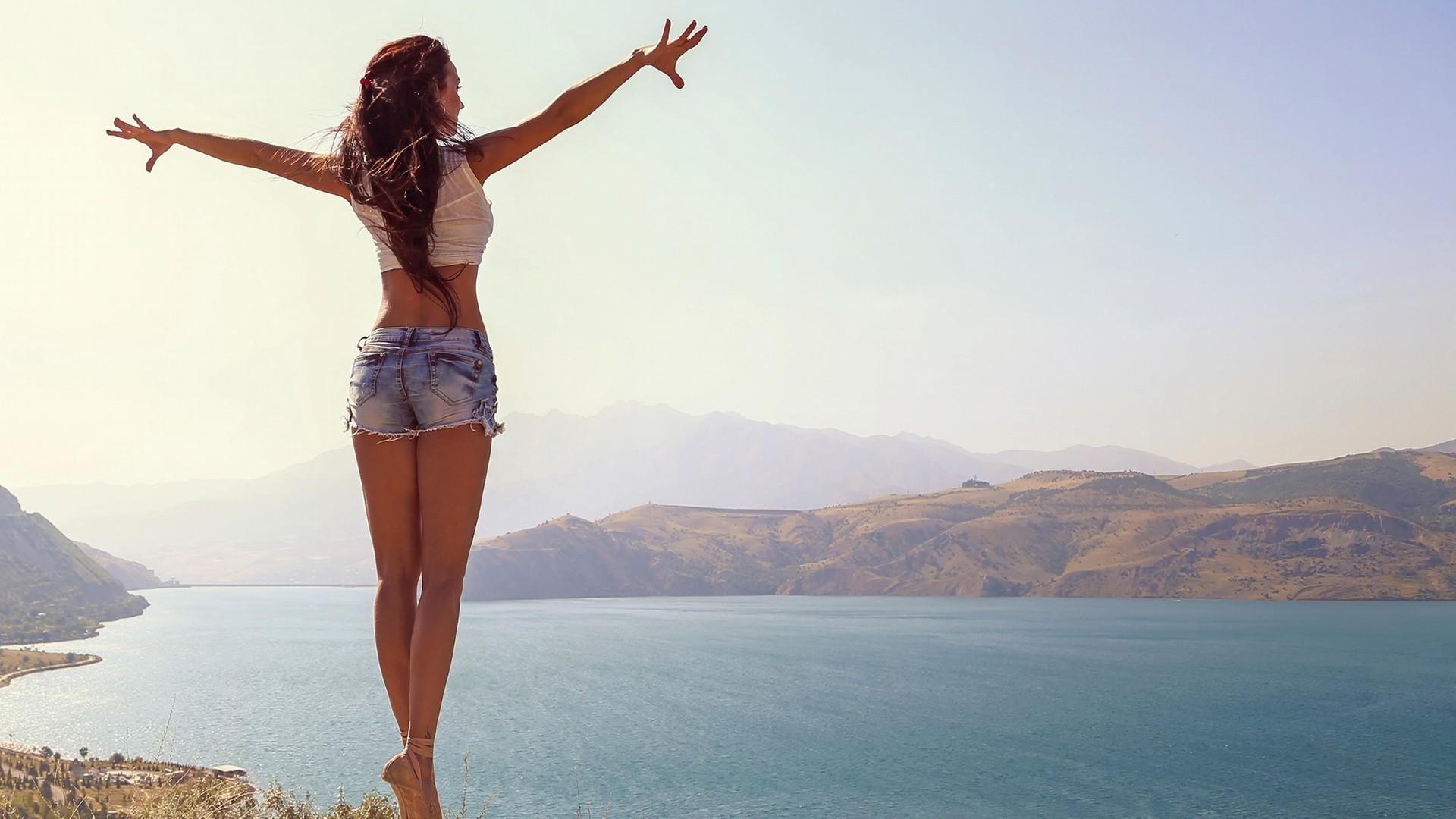 wallpaper : sunlight, women outdoors, model, sea, brunette, beach