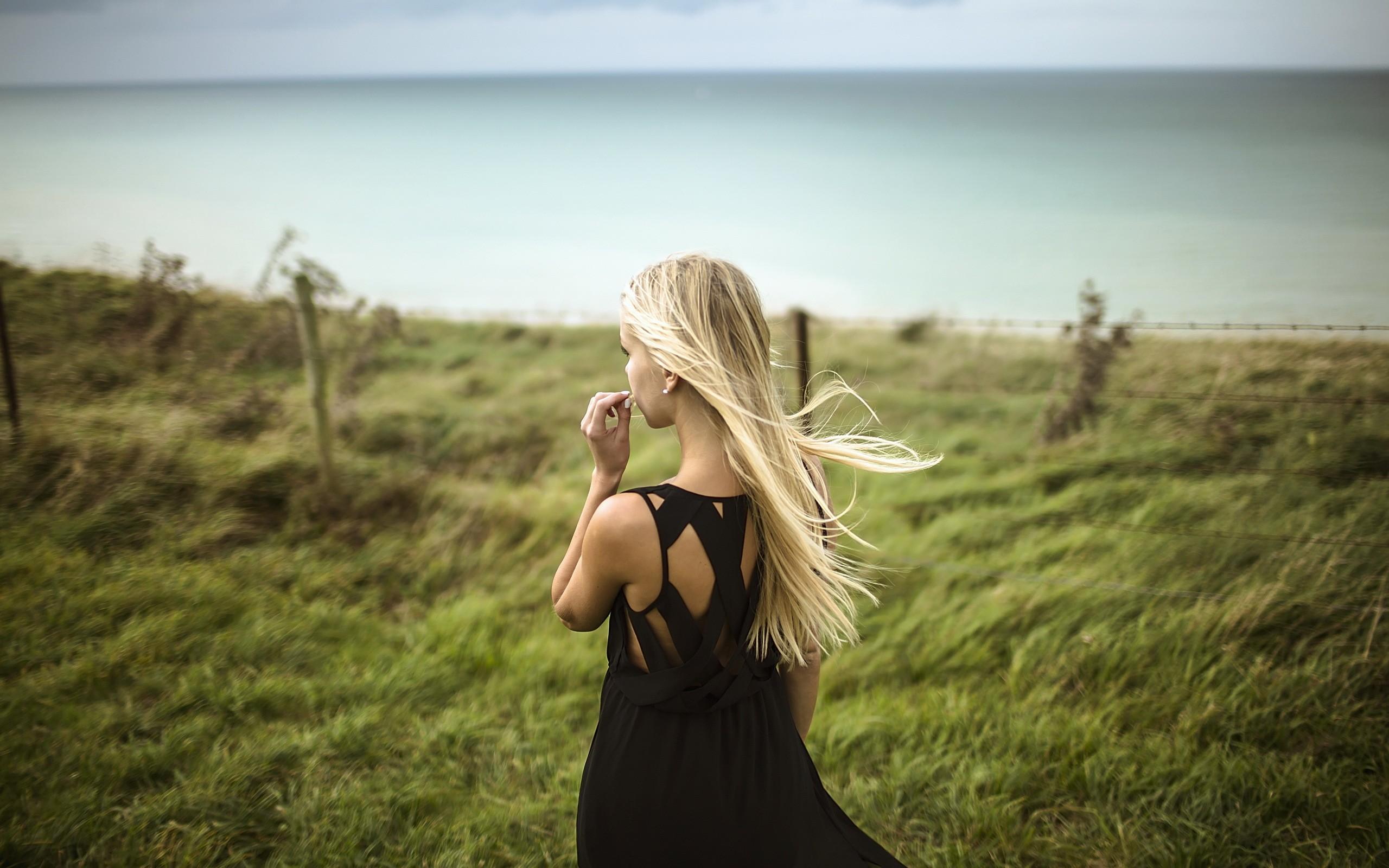 Картинки блондинки на аву спиной