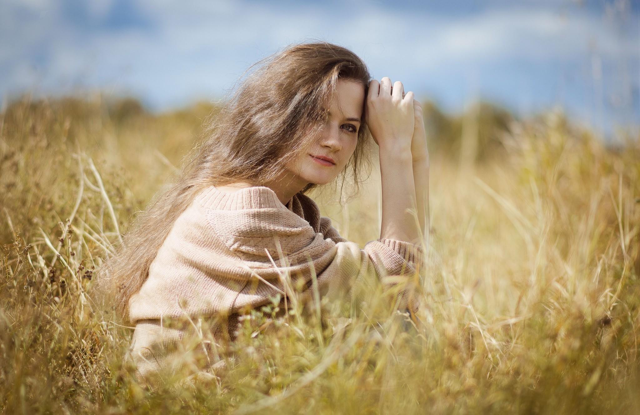 Портретная фотография в поле