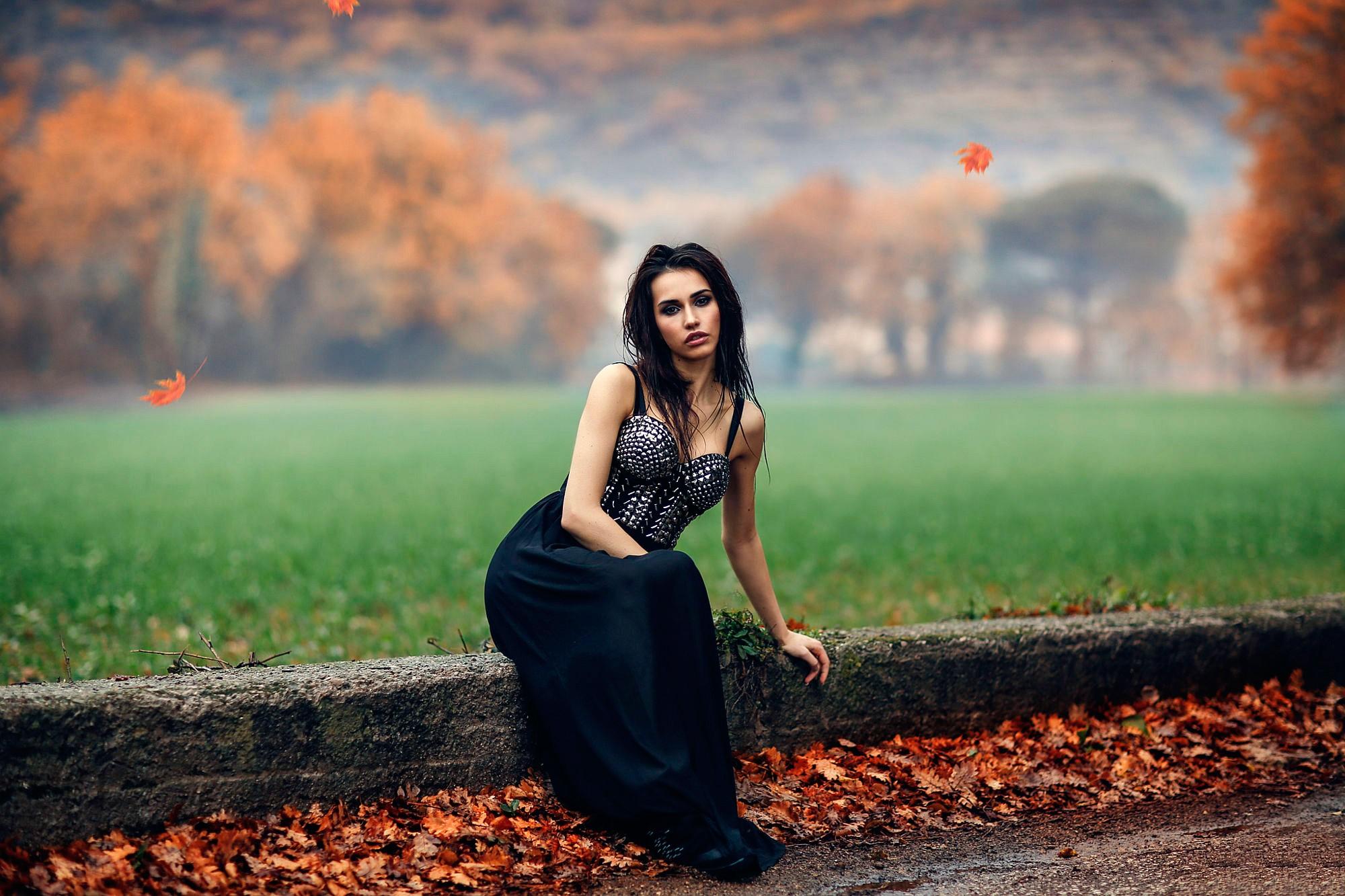 Красивые картинки девушек брюнеток и осень