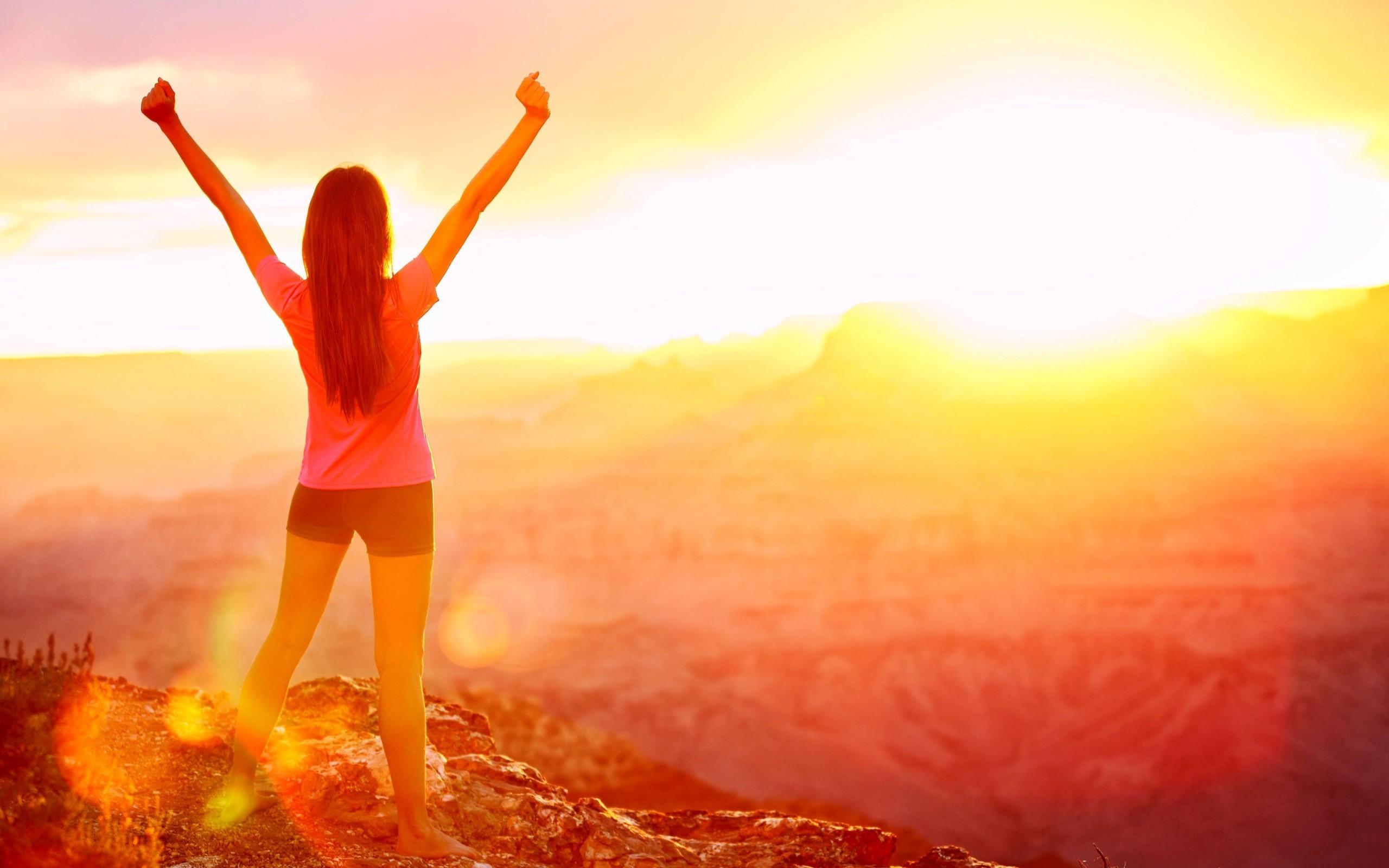 Девушки и рассвет солнца фото
