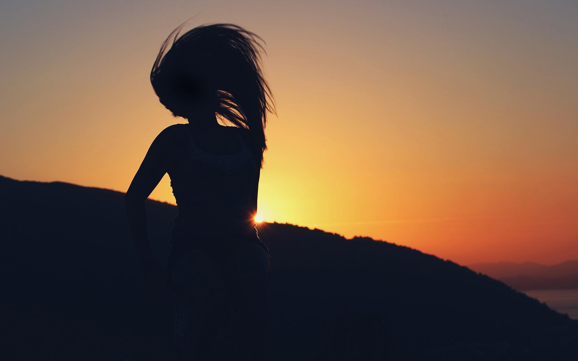 Картинки девушек на аву закат