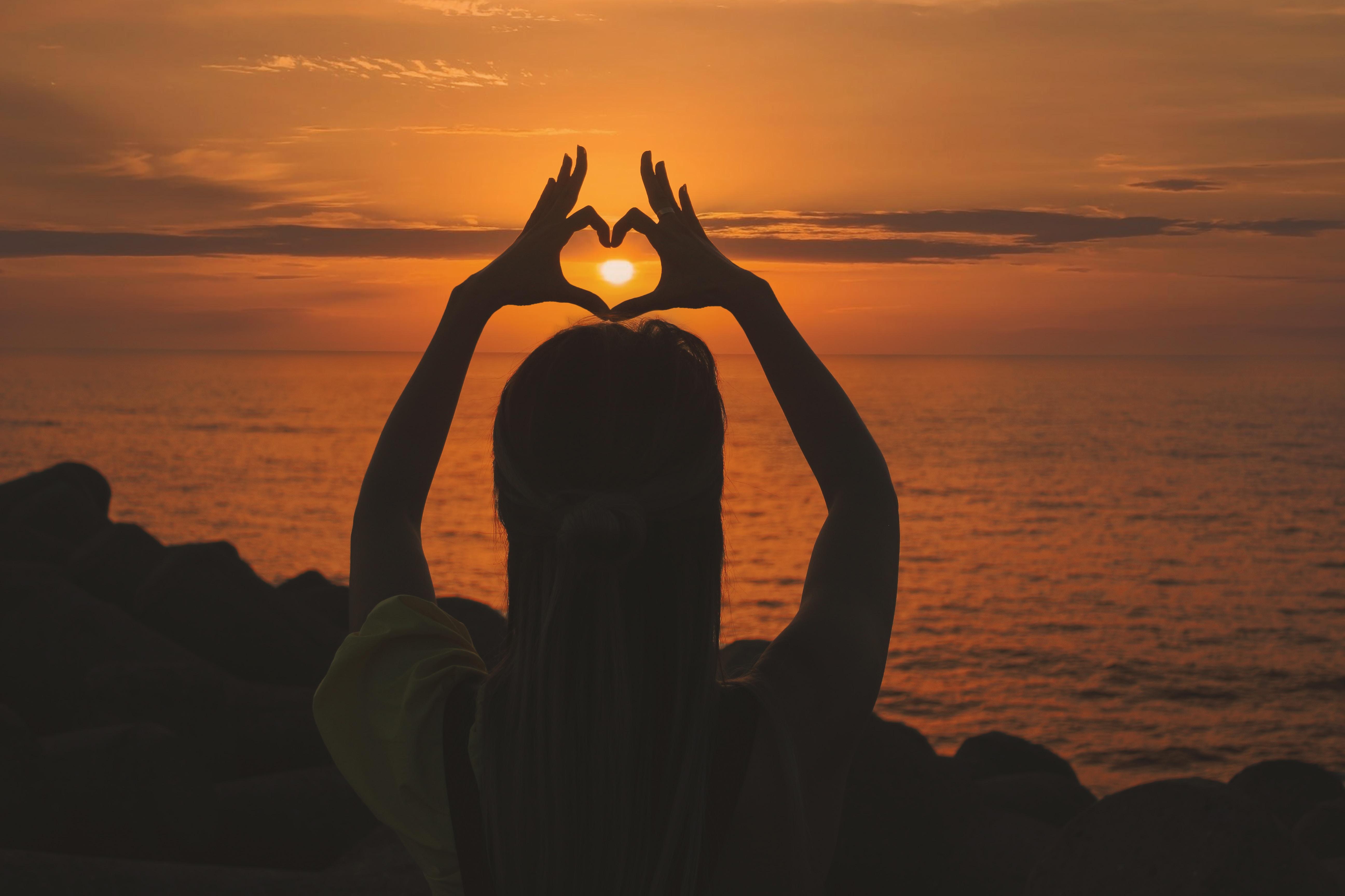 его корректное картинки красивый закат солнца в руках бальный