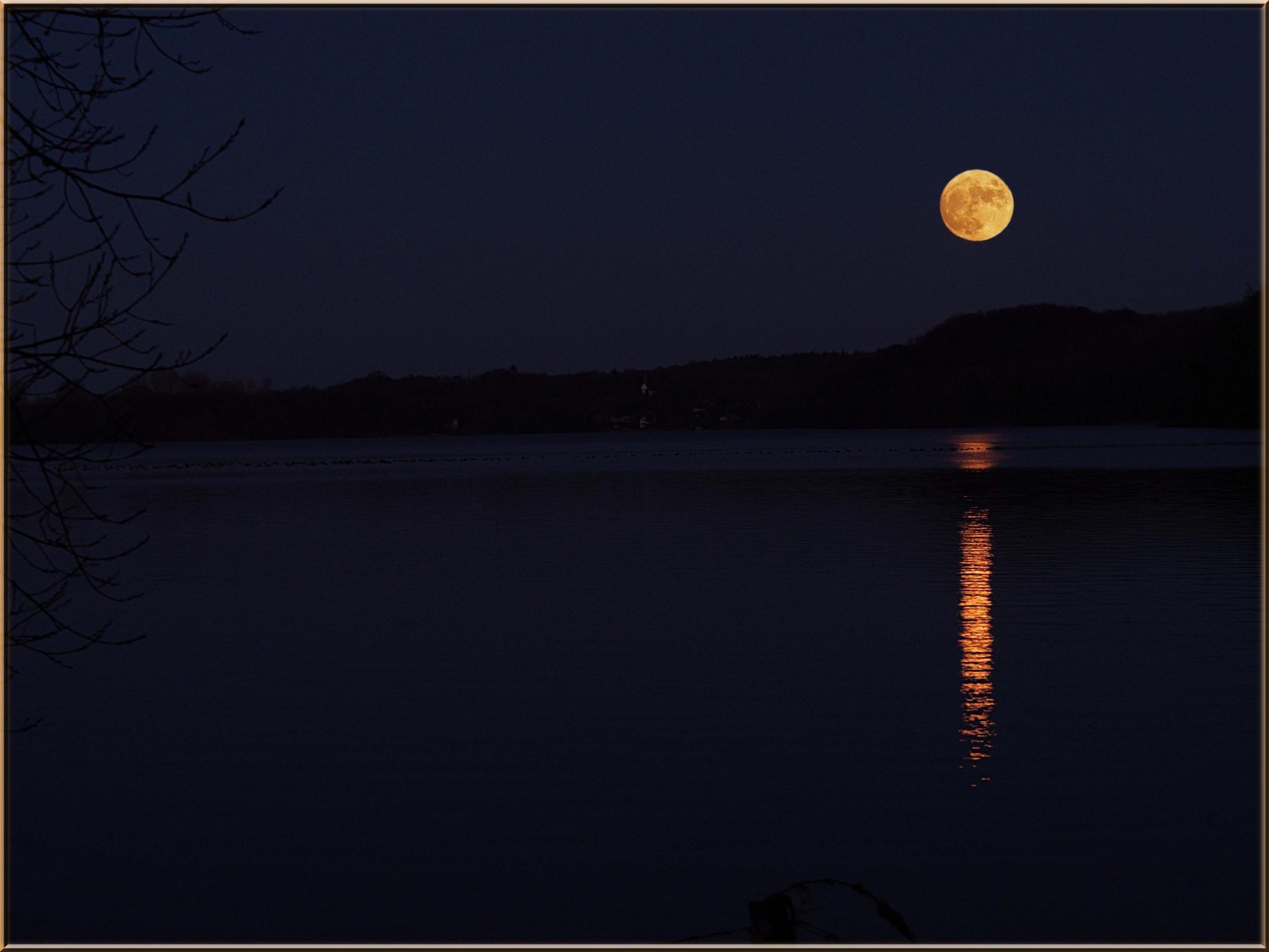 чтобы прошивка фото отражение луны в воде новой