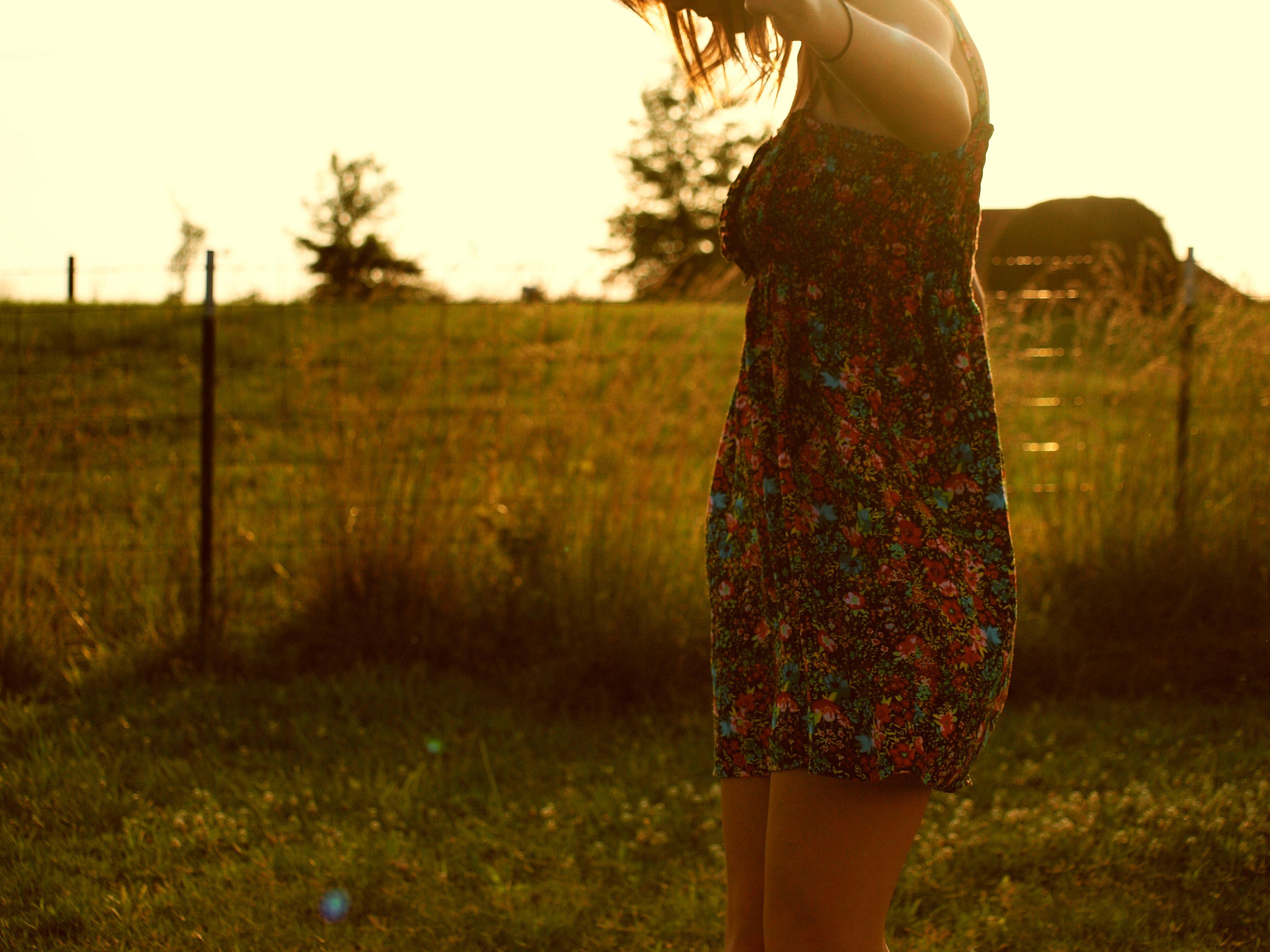 Картинка полненькой девушки со спины