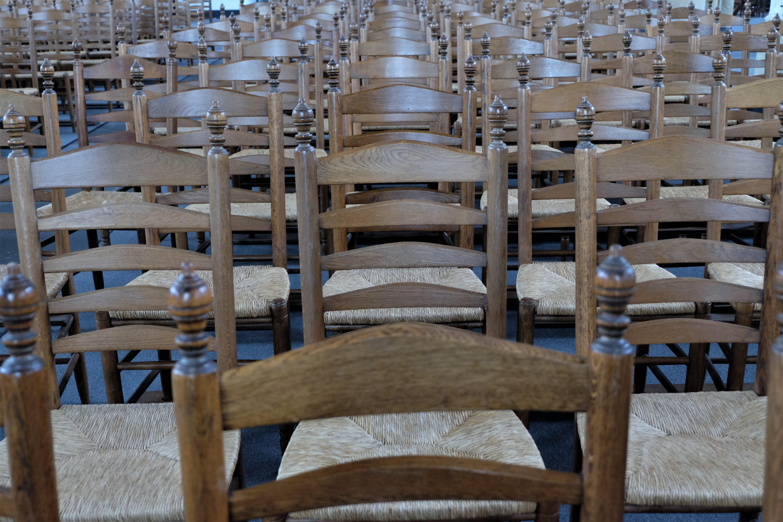 620 Kursi Kayu Gereja Terbaik