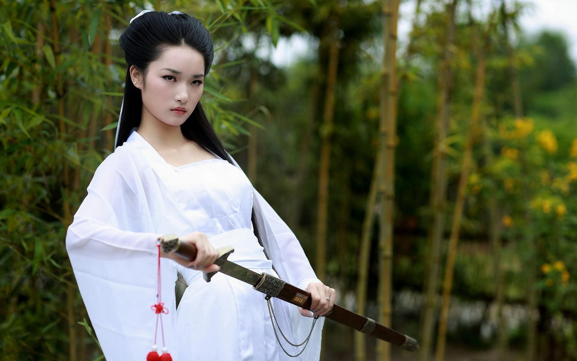наклонился японка в белом фото как видете свою