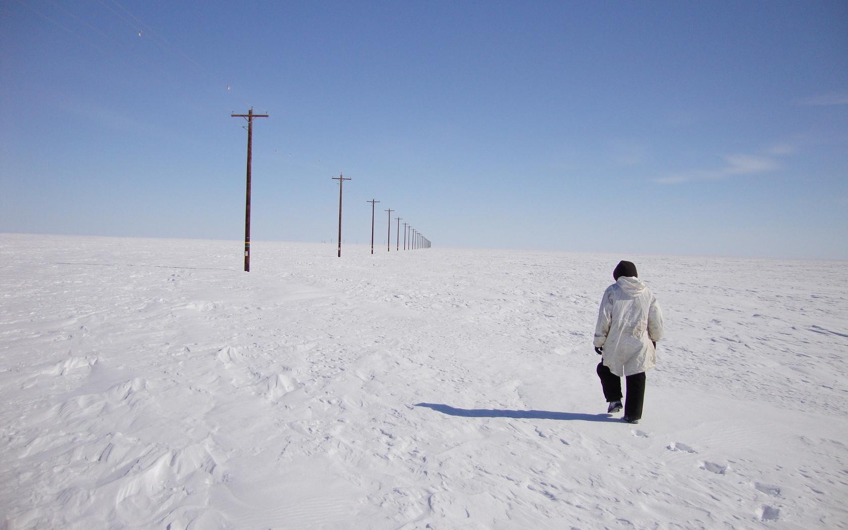 человек идущий по снегу картинки собрали специальный совет