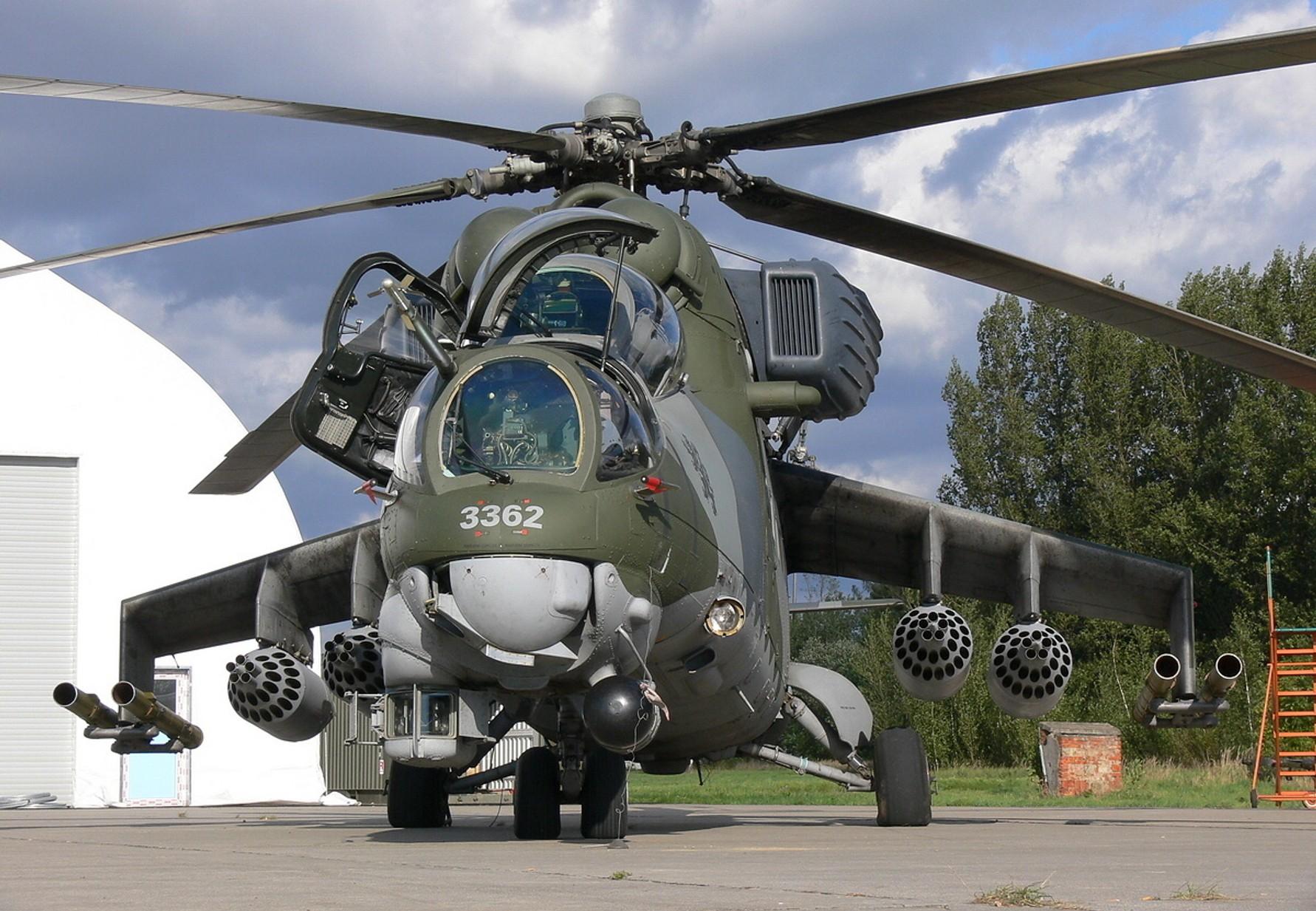 103bce000 vozidlo letadlo válečný vojenská letadla vrtulníky letectvo Mil Mi 24 mi 24  zadní letectví helikoptéra Atmosféra