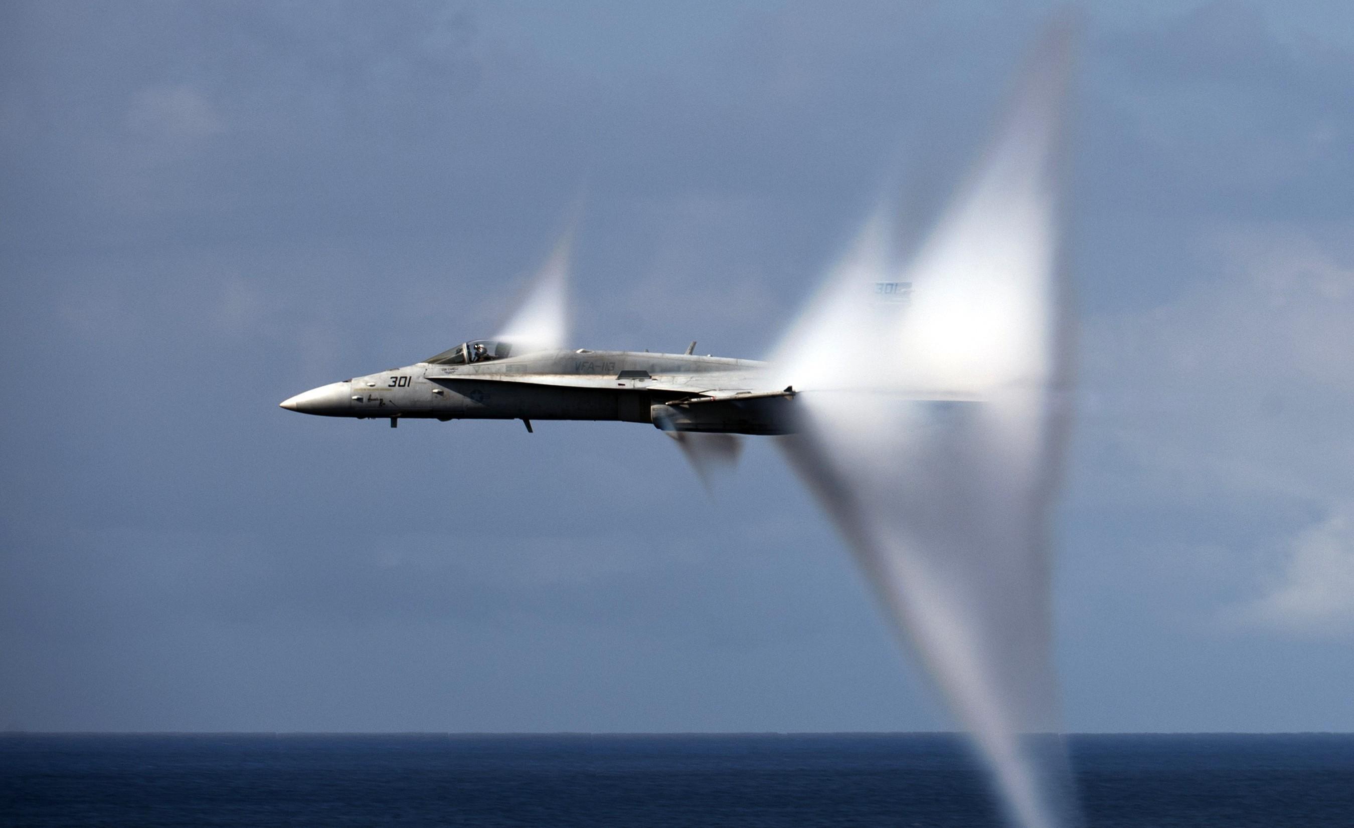 самолет преодолевает звуковой барьер фото россия постарался запечатлеть этот