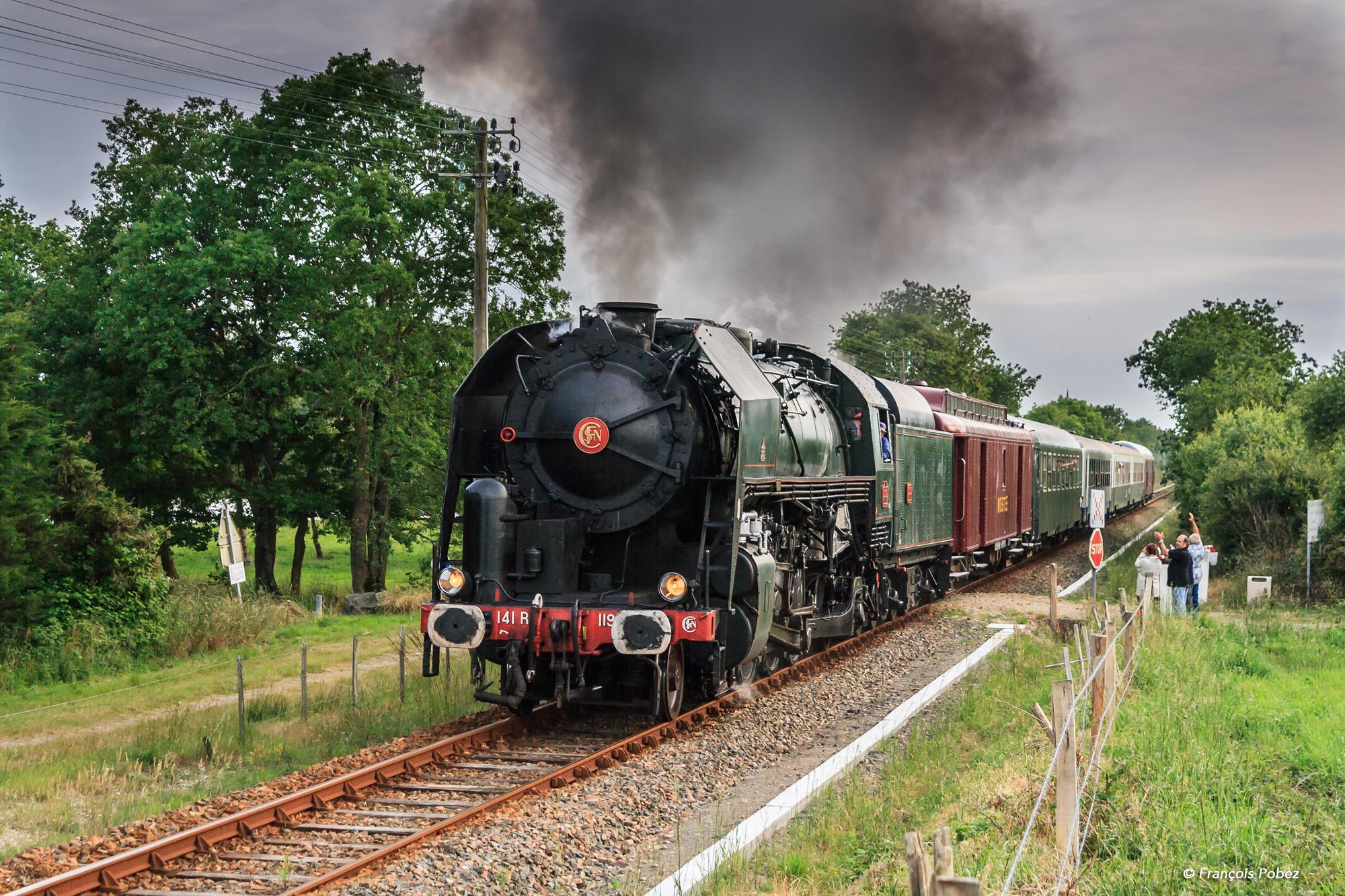 wallpaper vehicle train station locomotive sncf nantes tree plant track touristique. Black Bedroom Furniture Sets. Home Design Ideas