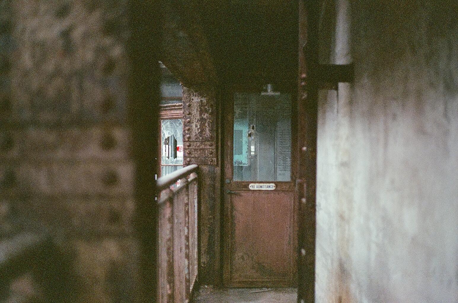 デスクトップ壁紙 壁 窓 路地 木材 家 ドア ファサード