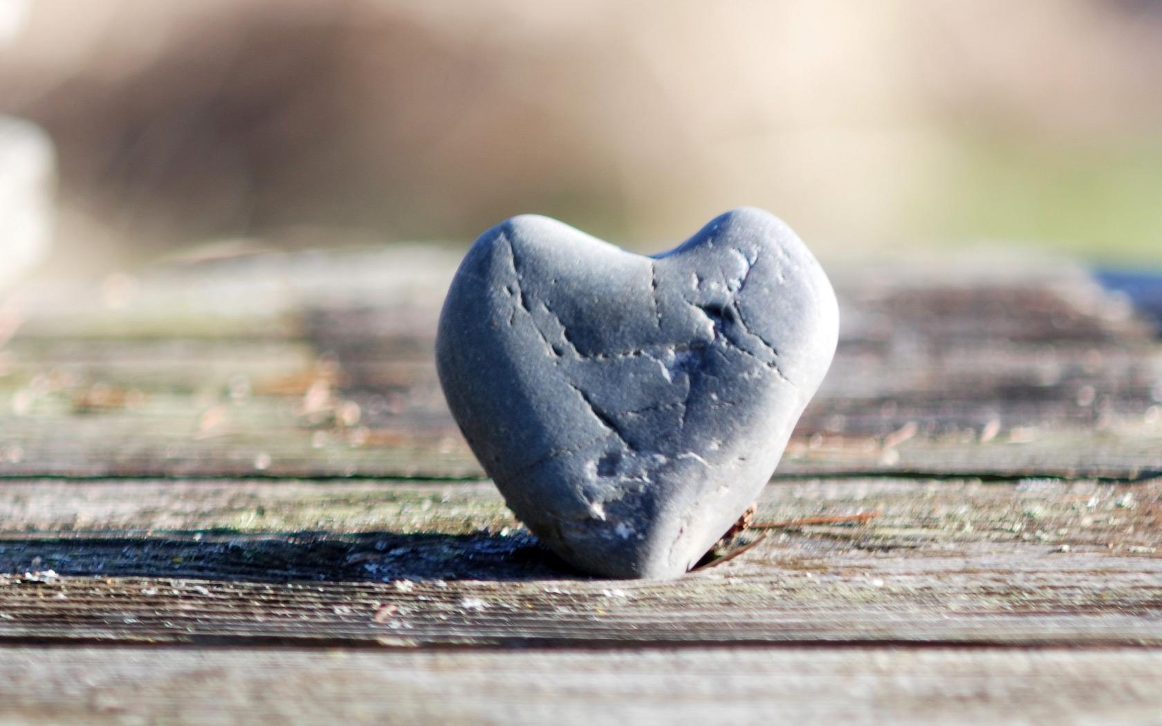 Картинка сердце каменное