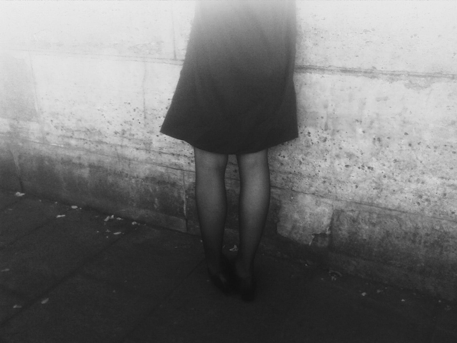 Kaunis musta alaston teini