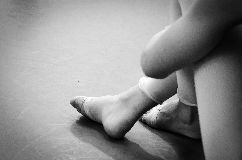 Wallpaper Sitting Feet Dancer Work Beauty Hand