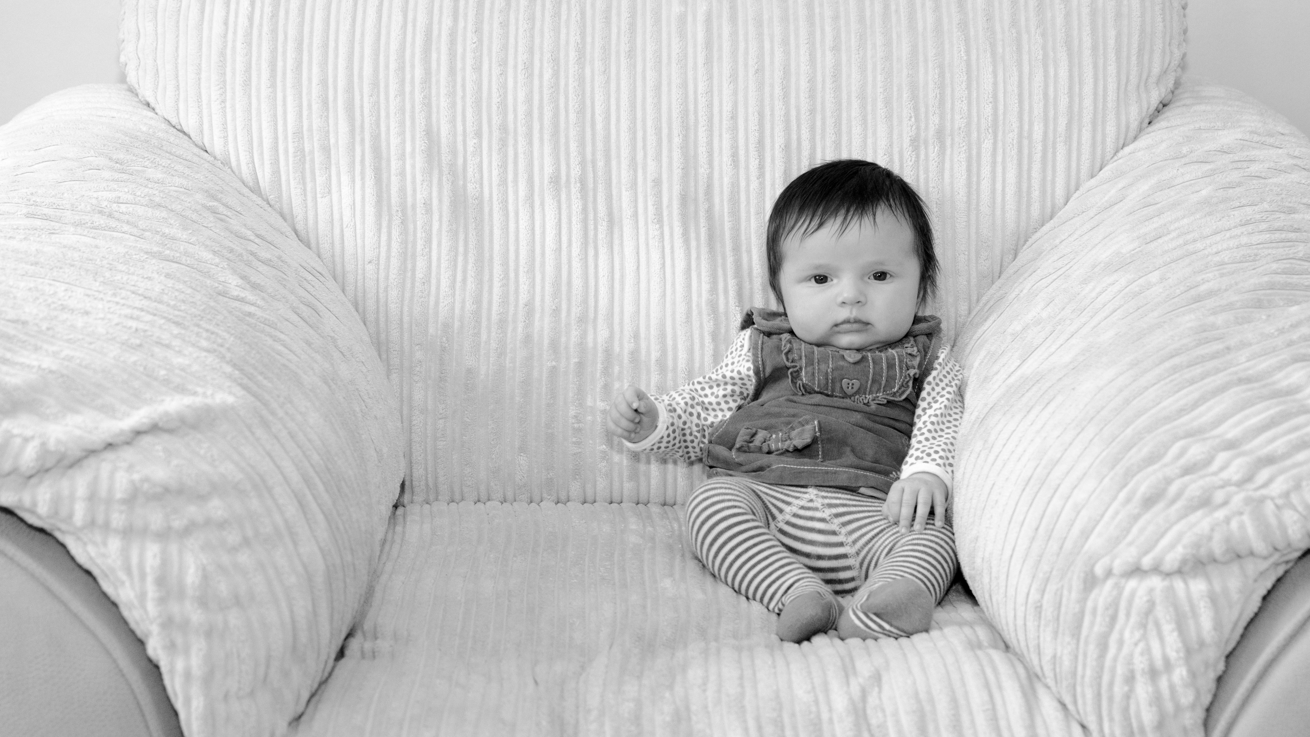 Fondos de pantalla : monocromo, sentado, cama, fotografía, silla ...