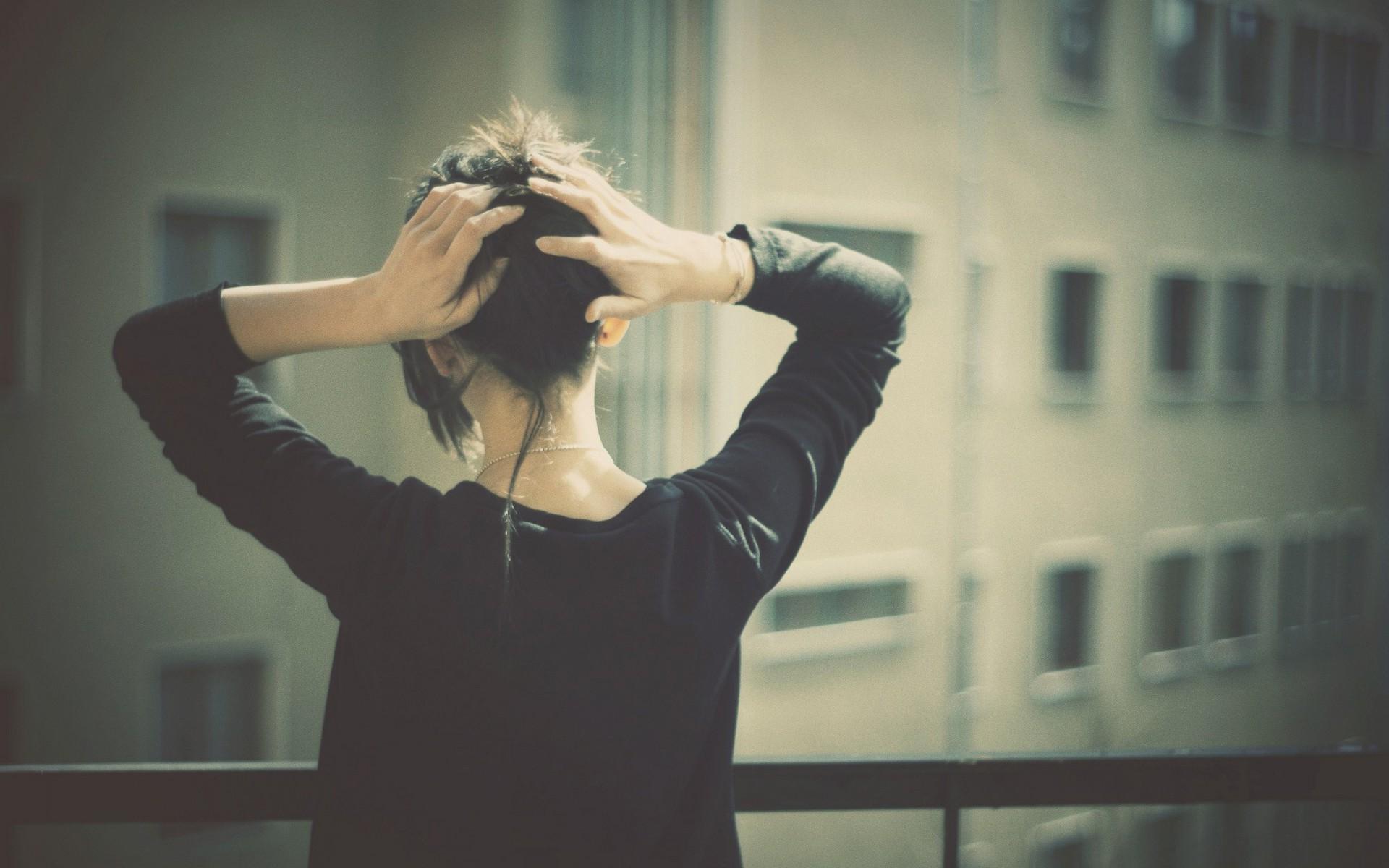 Девушка брюнетка размытое фото на аву