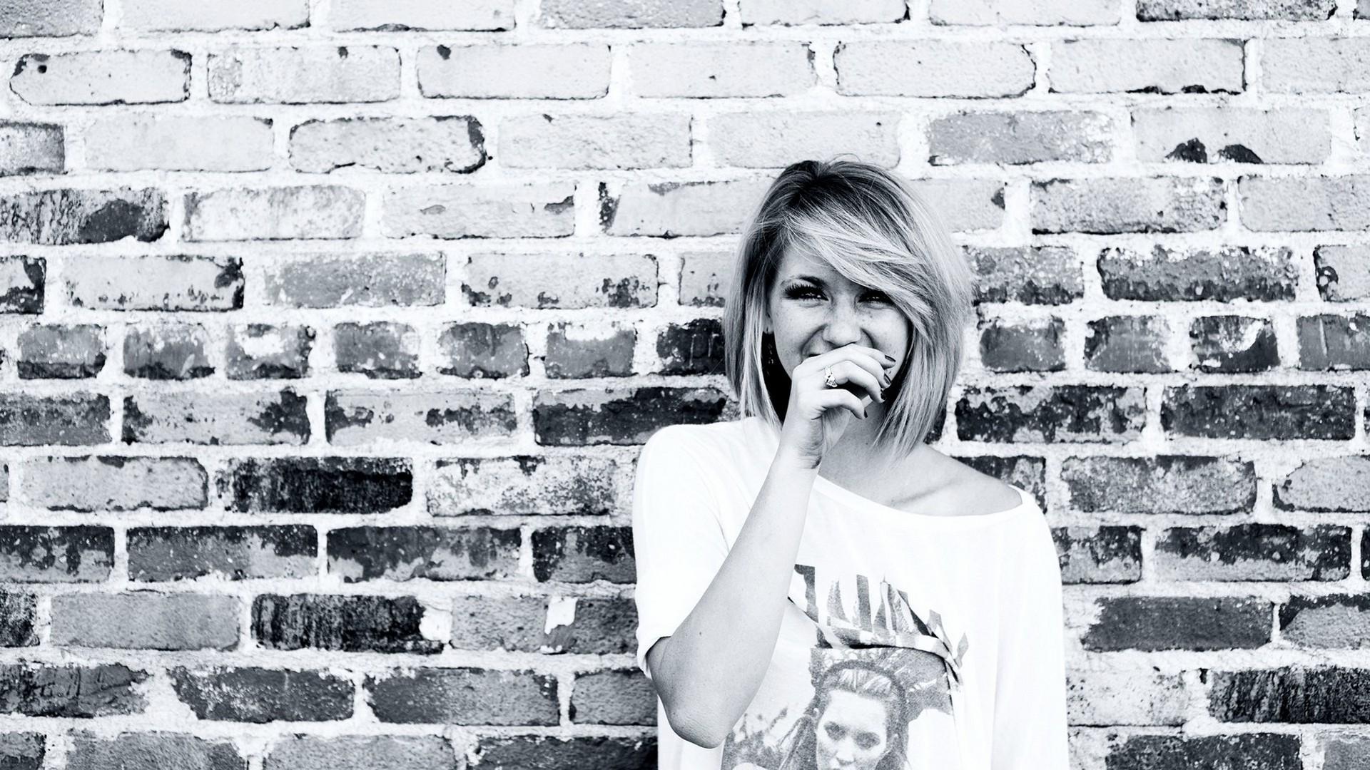 White Black Women Monochrome Blonde Sitting Wall Photography Smiling Shirt Emotion Ellie Goulding Brick Photograph 1920x1080