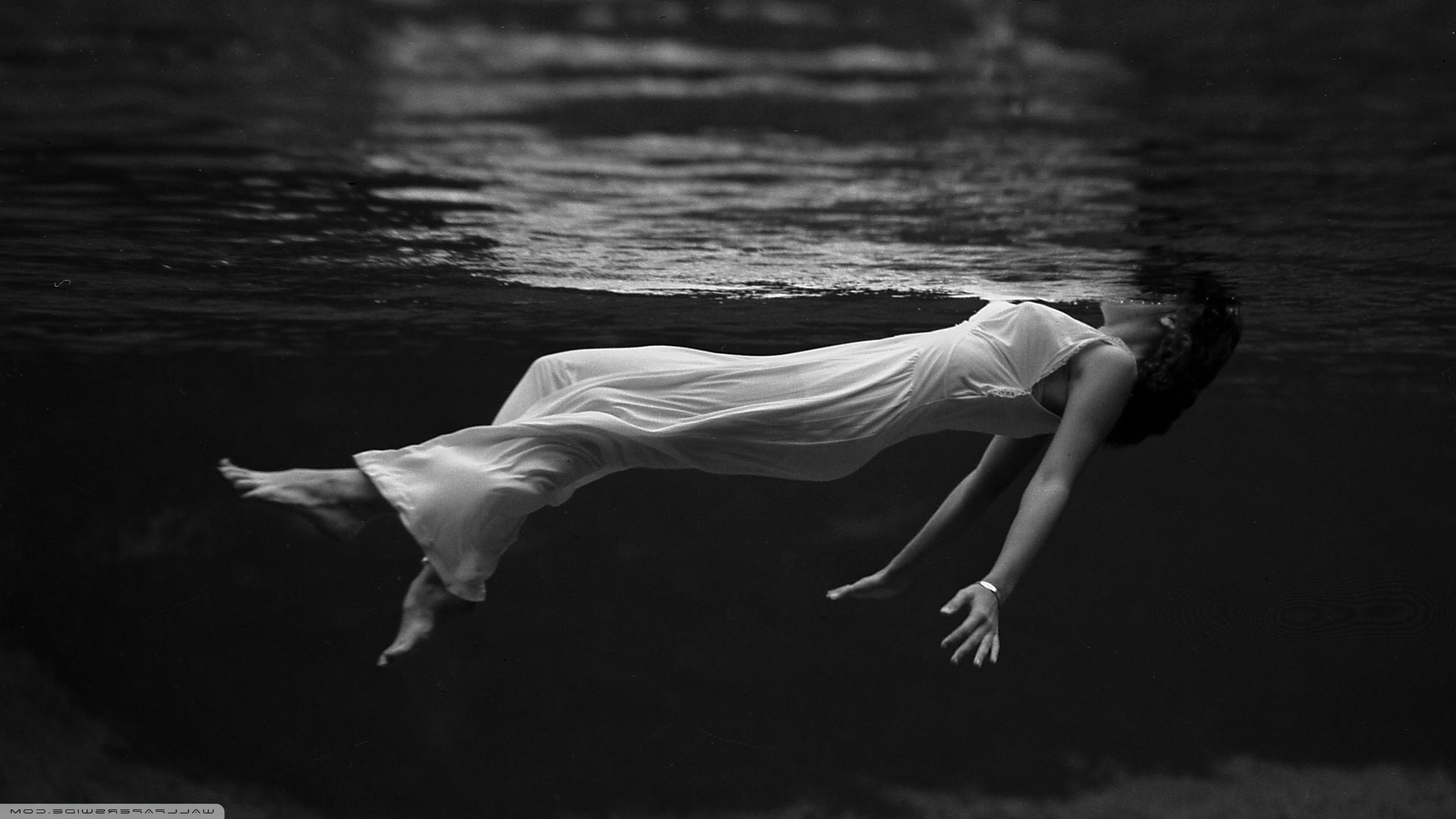 Hintergrundbilder : Weiß, schwarz, Frau, einfarbig, Wasser