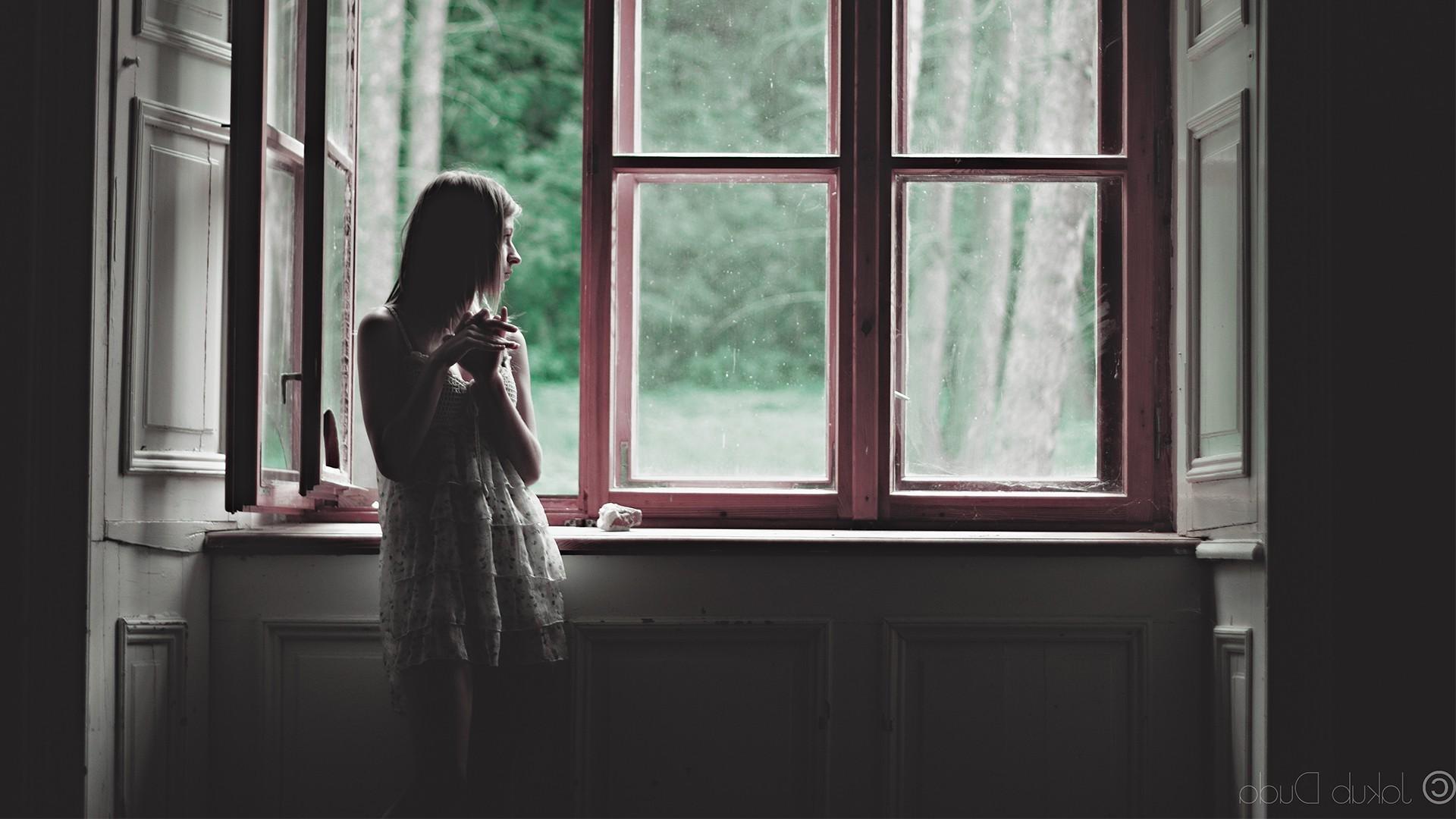 Картинки грустная женщина у окна, картинки