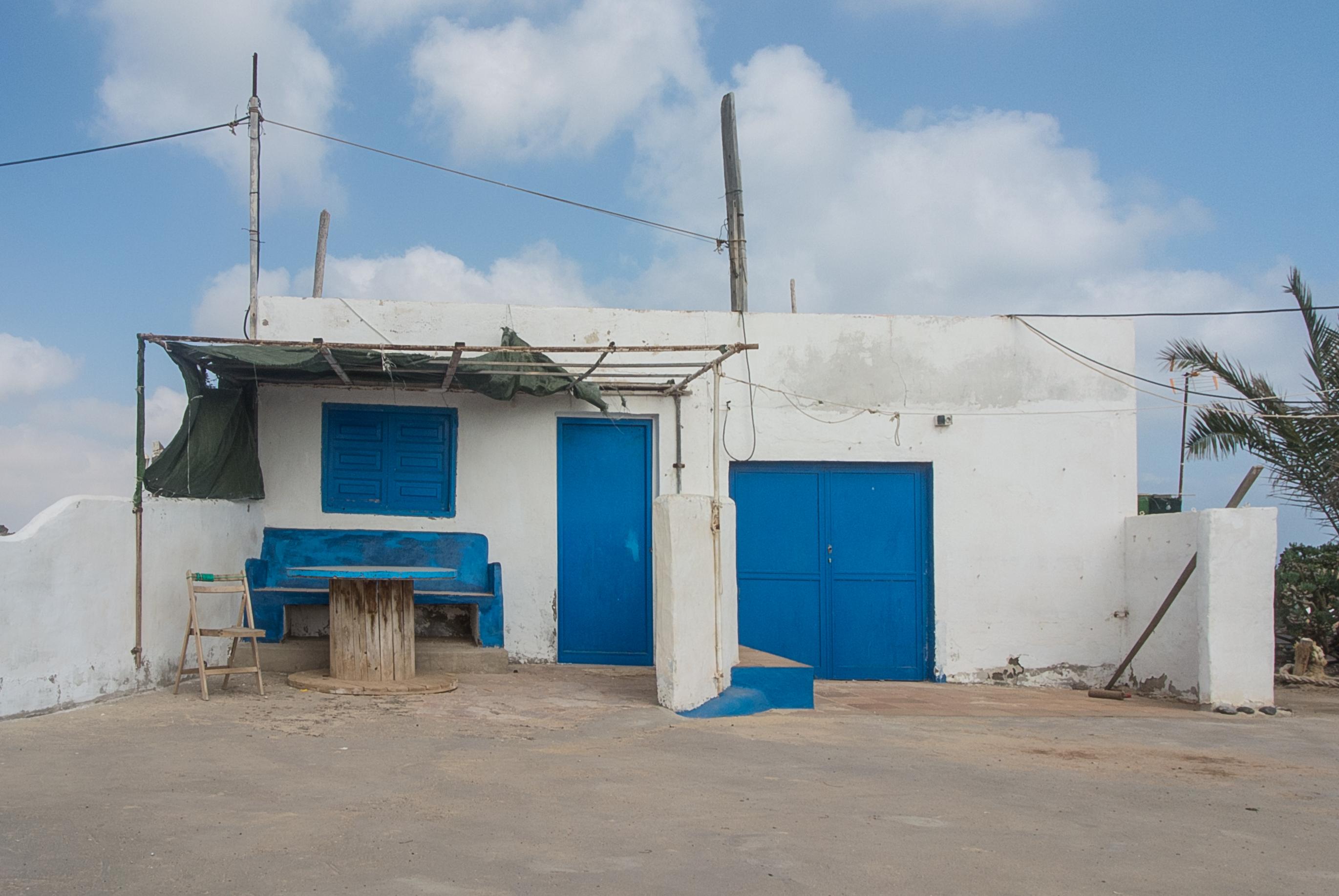 bank mit dach die architektur holz bank dach gehweg bogen park pavillon szene craiova trafolab. Black Bedroom Furniture Sets. Home Design Ideas