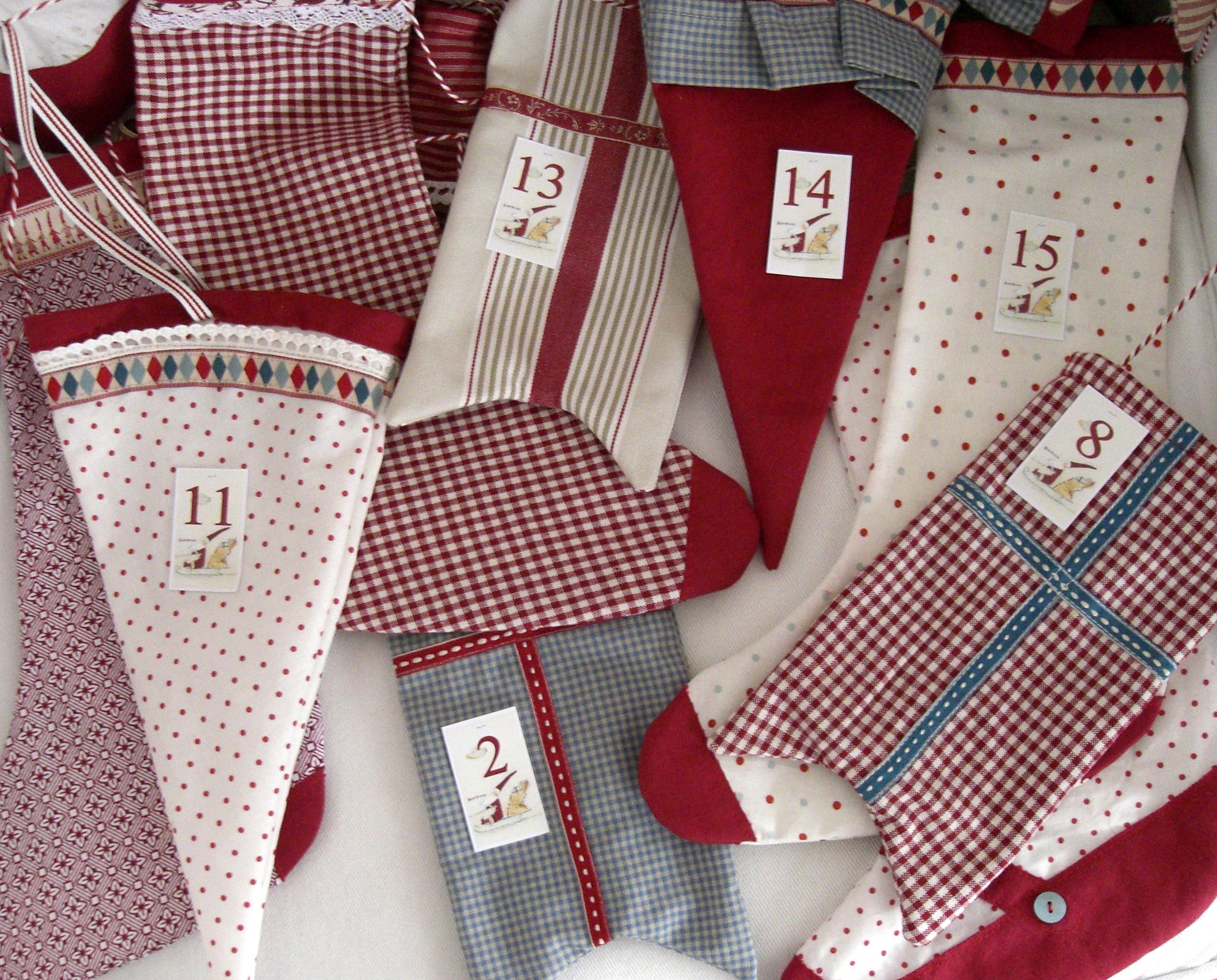 Hintergrundbilder : Weiß, rot, Socken, blau, Flagge, Muster, Punkte ...