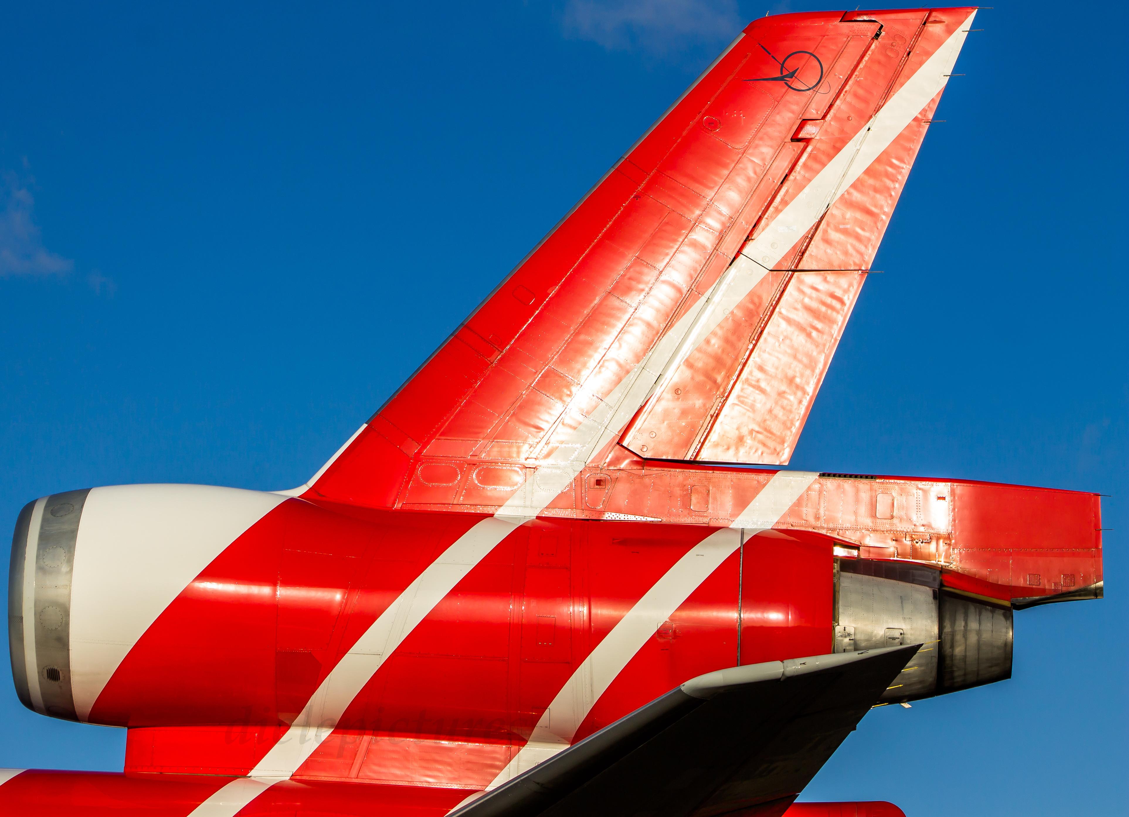 Hintergrundbilder : Weiß, Schwanz, rot, Himmel, Nahansicht, blau ...