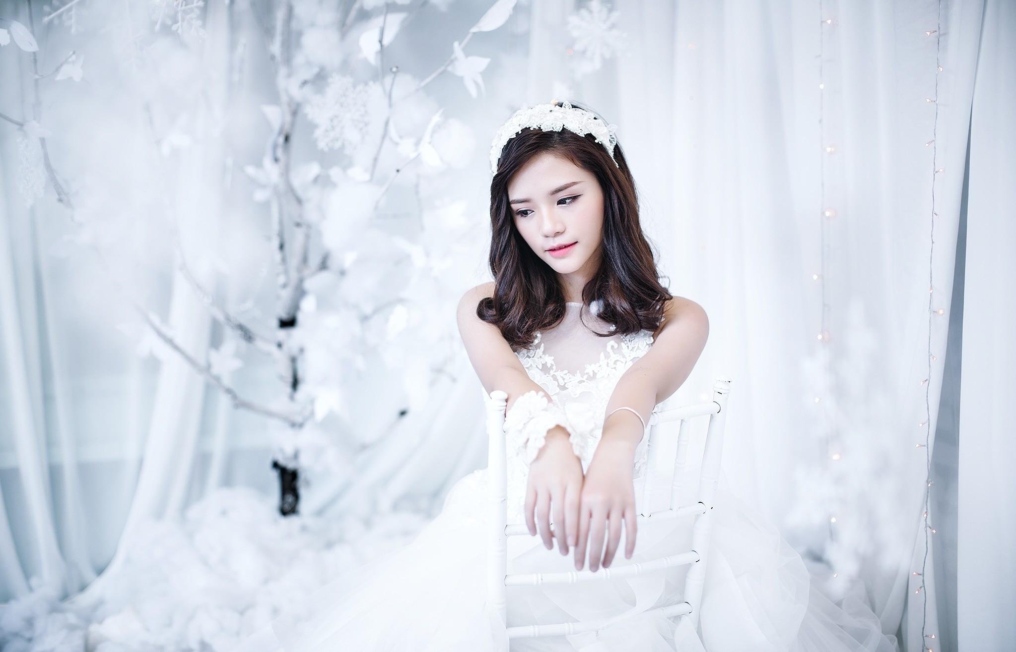 Hintergrundbilder : Weiß, Frau, Modell-, lange Haare, Winter ...