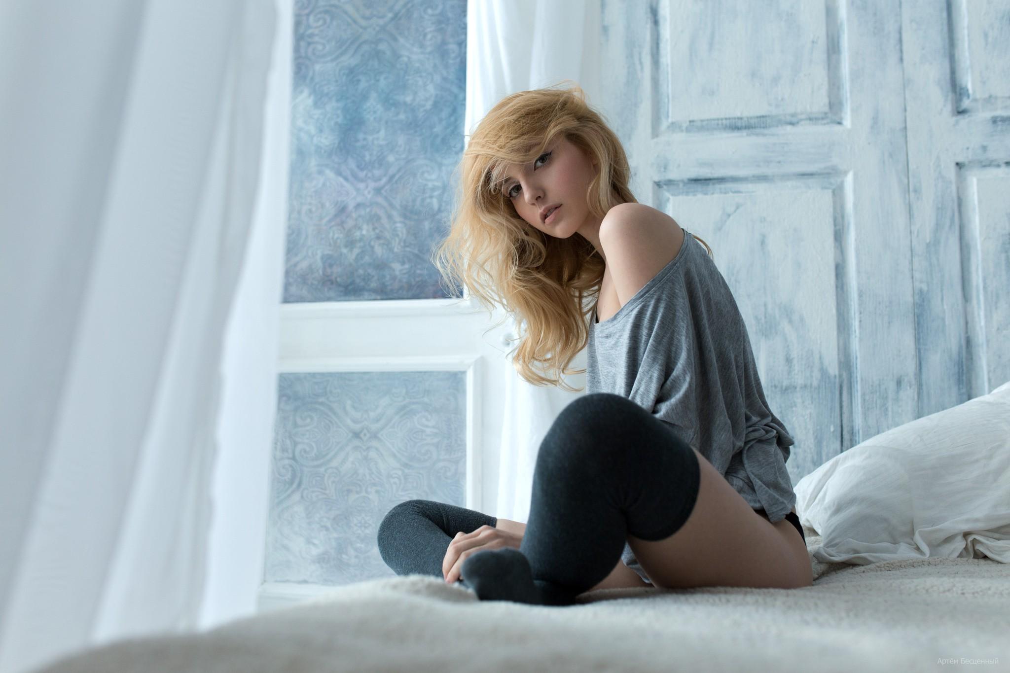 wallpaper : white, women, blonde, long hair, sitting, in bed, dress