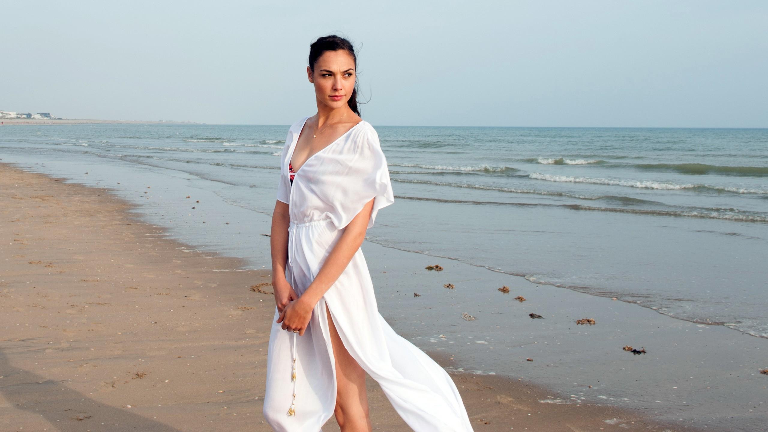 Fondos de pantalla : blanco, mujer, modelo, mar, pelo largo, arena ...