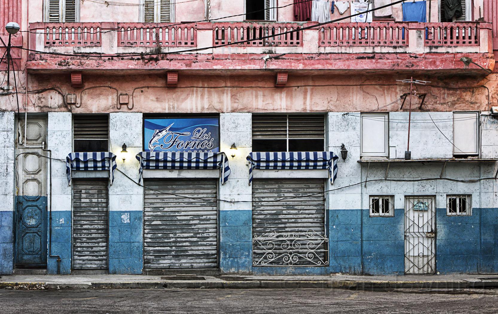 Sfondi finestra citt strada architettura costruzione parete testo pesce casa blu - Testo a finestra ...
