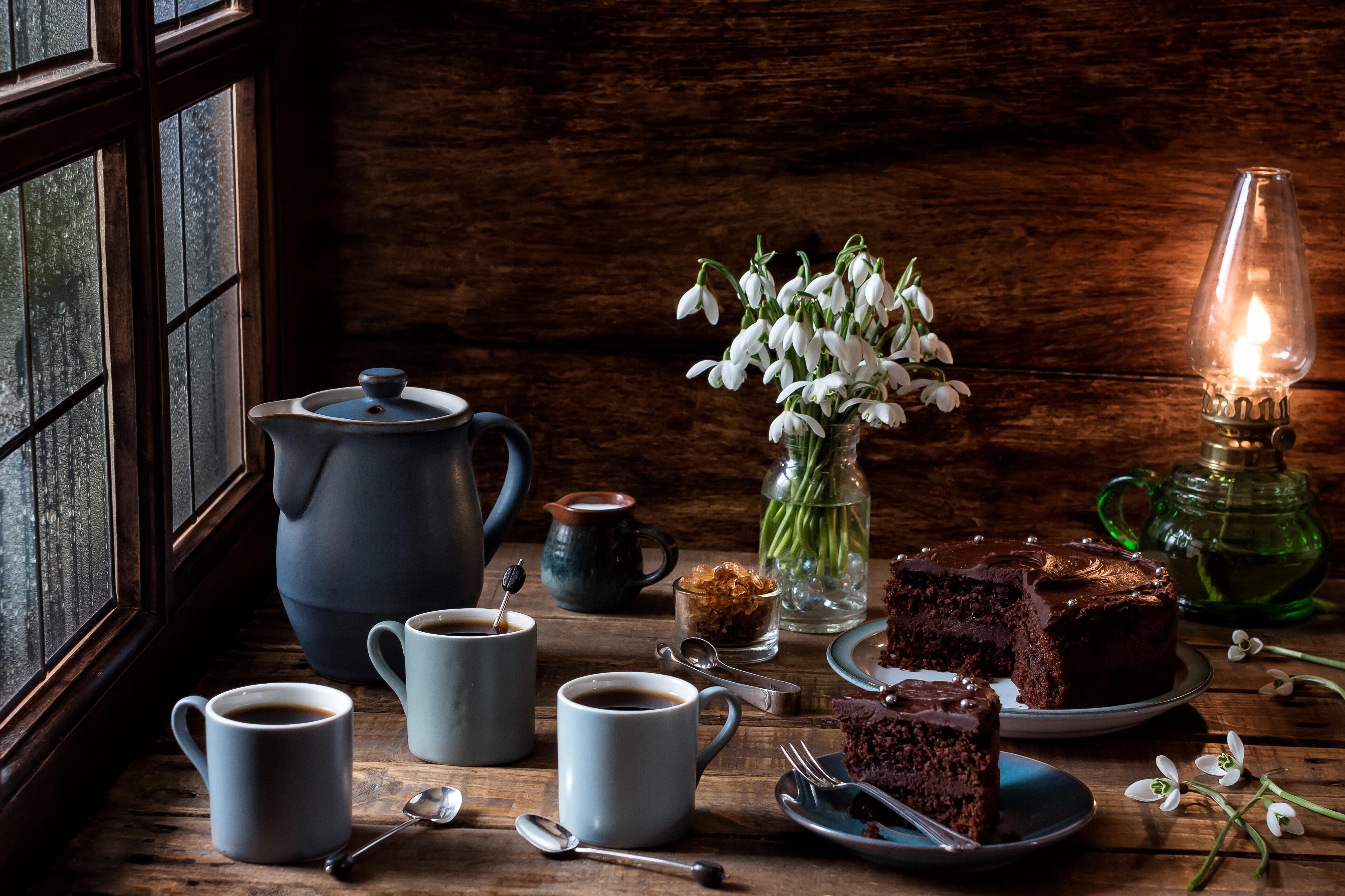 Fond D Ecran Fenetre Fleurs Table Tasses Gateau Chocolat