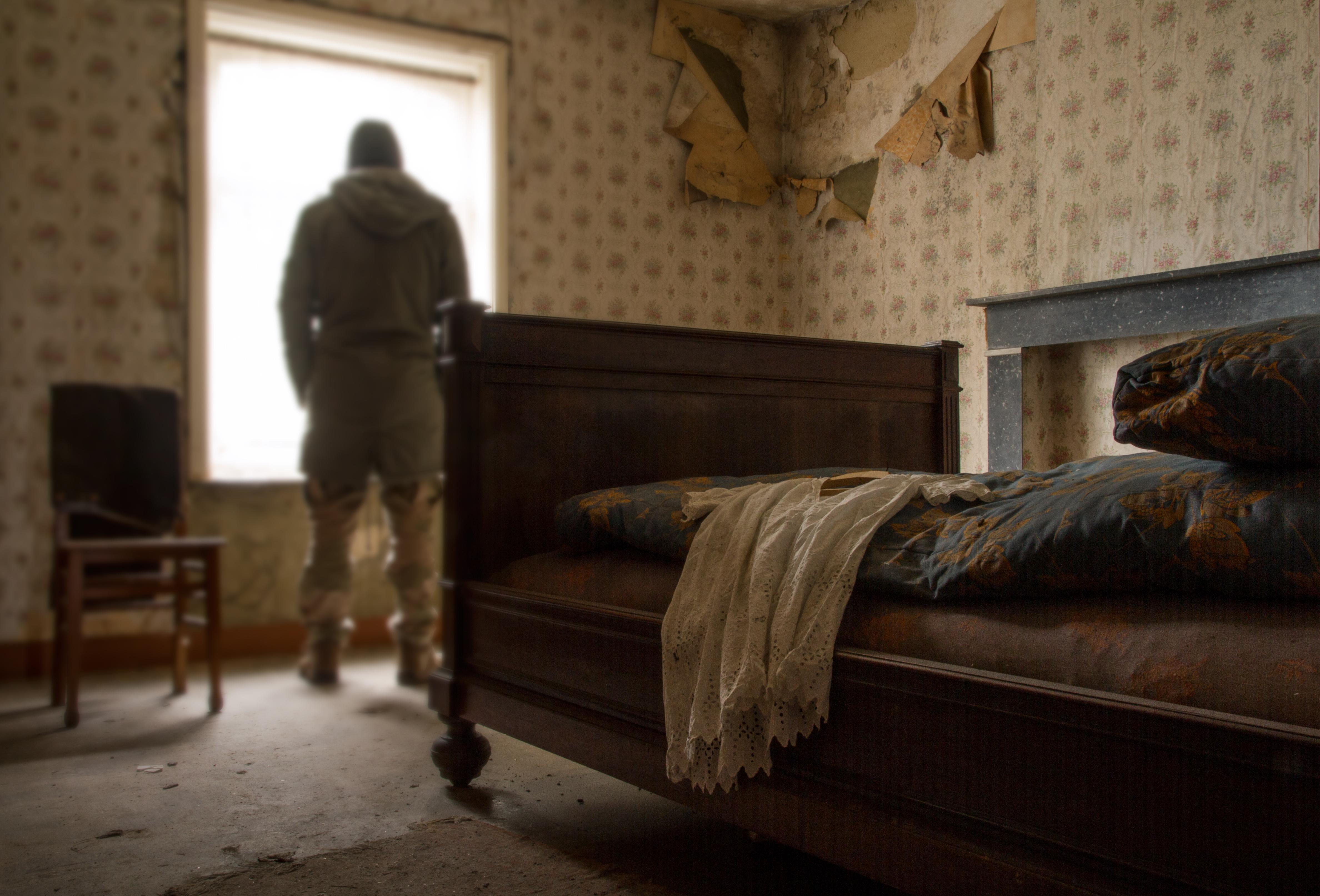 Hintergrundbilder : Fenster, Zimmer, verlassen, Bett, Mauer, Holz ...