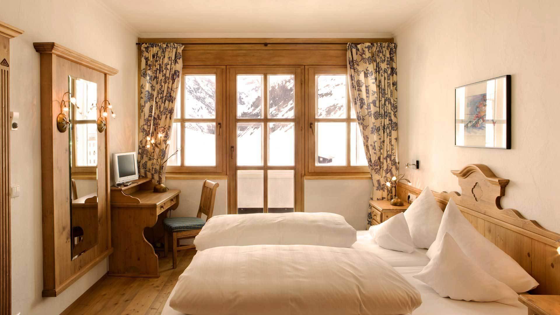 Fenster Zimmer Bett Schlafzimmer Innenarchitektur Hütte Immobilien Entwurf  Stock Stil Zuhause Möbel Bauernhaus Eigentum Grundeigentum Wohnzimmer