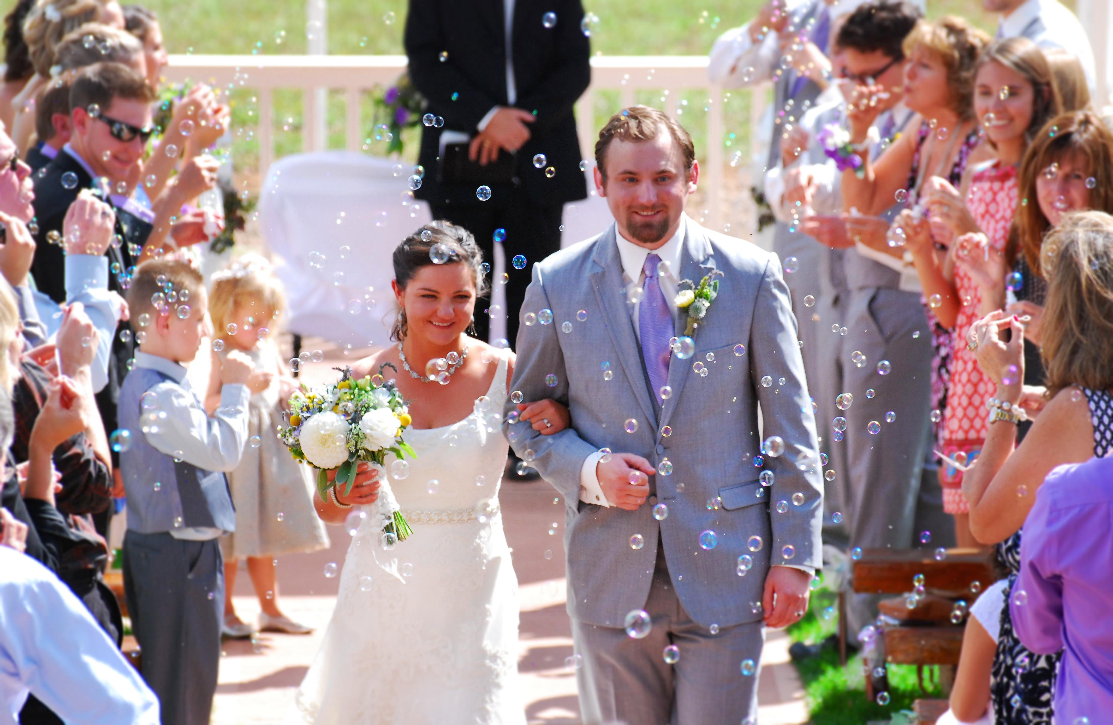 9f5836e530f4 kvinna blomma ceremoni brud händelse bröllop tradition blomsterarrangemang  blombukett brudgum floristik lycka brud kläder roligt blommönster