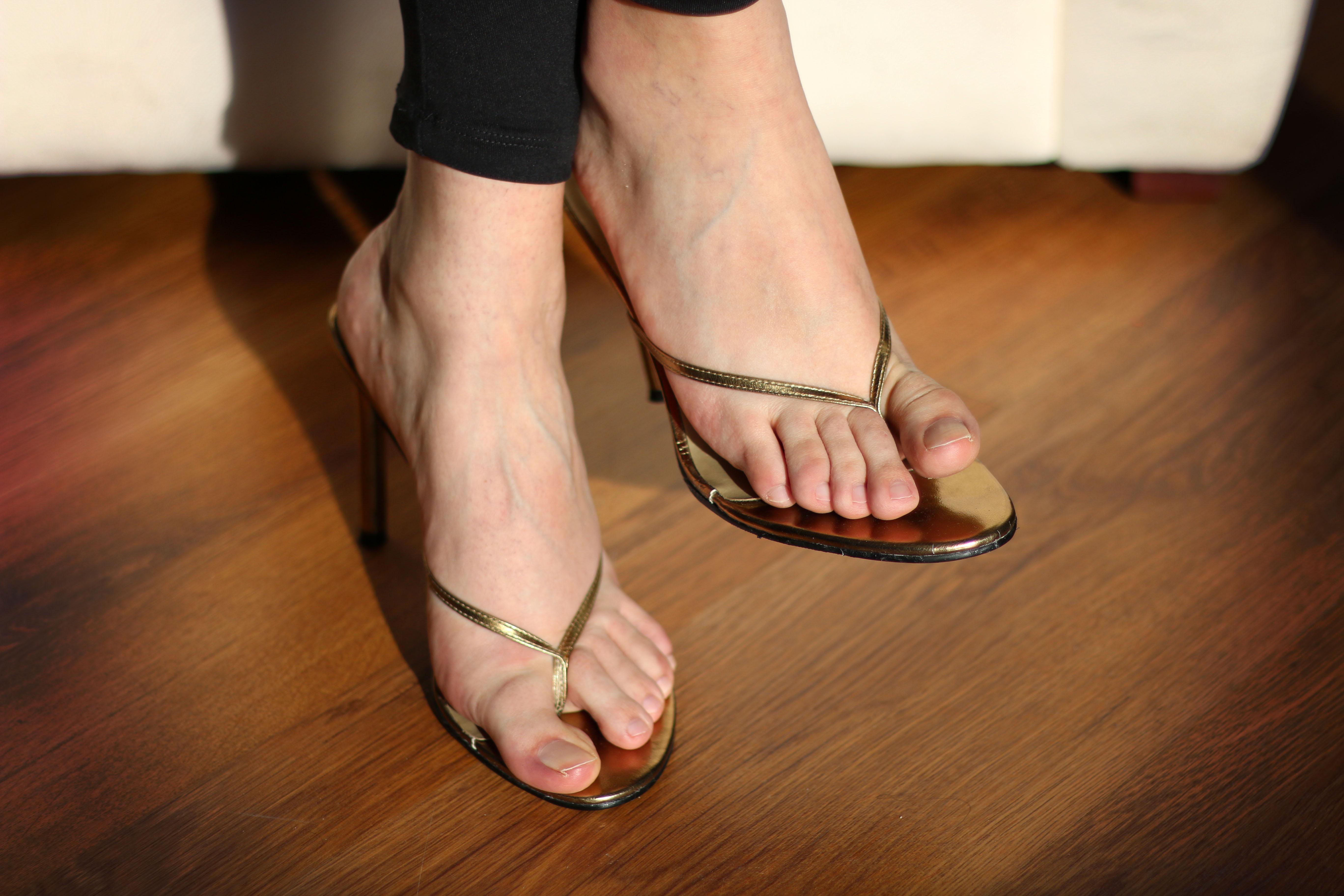 fake-tits-sexy-women-feet