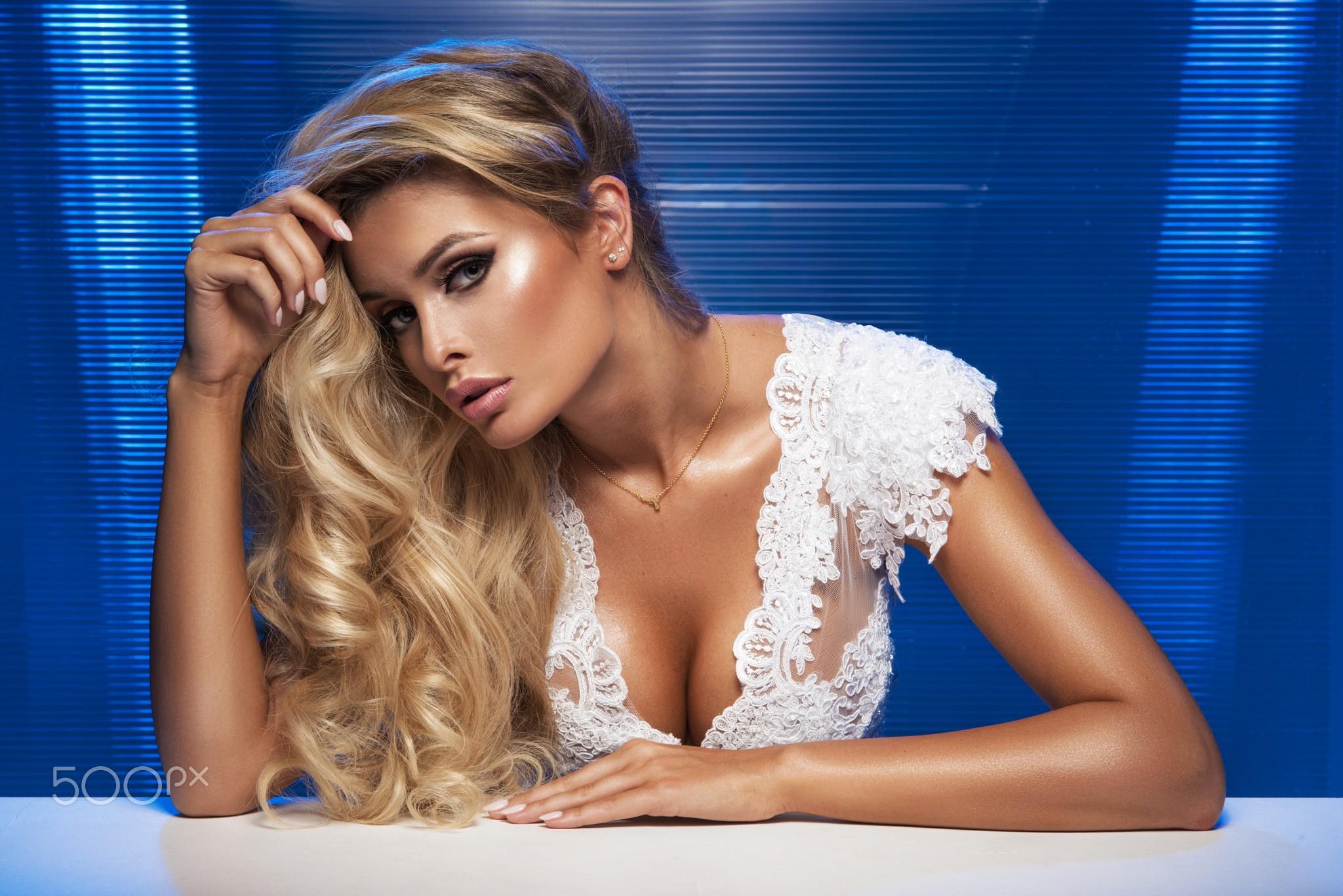 Wallpaper : women, model, blonde, long hair, French