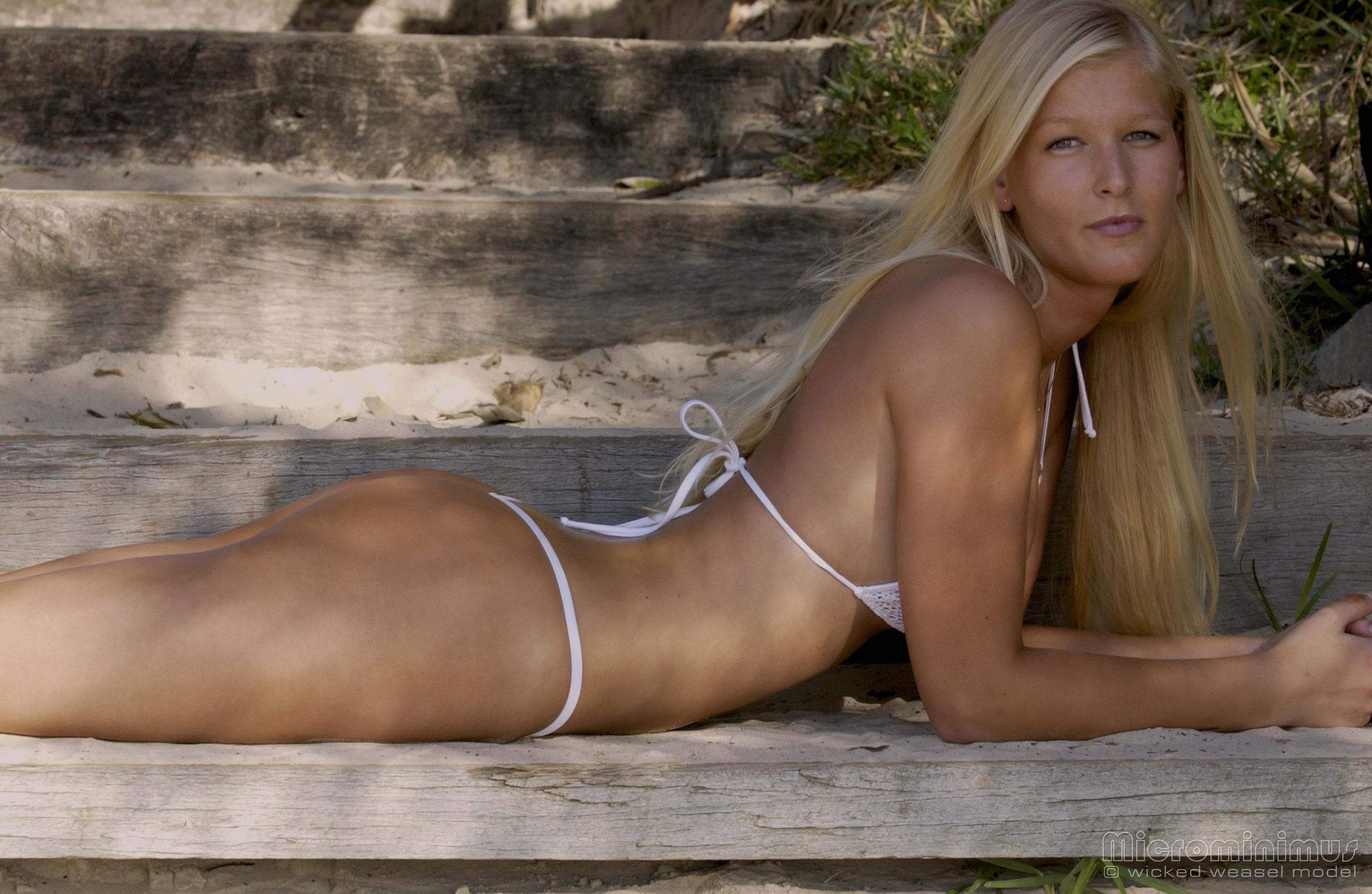 Models wicked weasel Jessi Lee