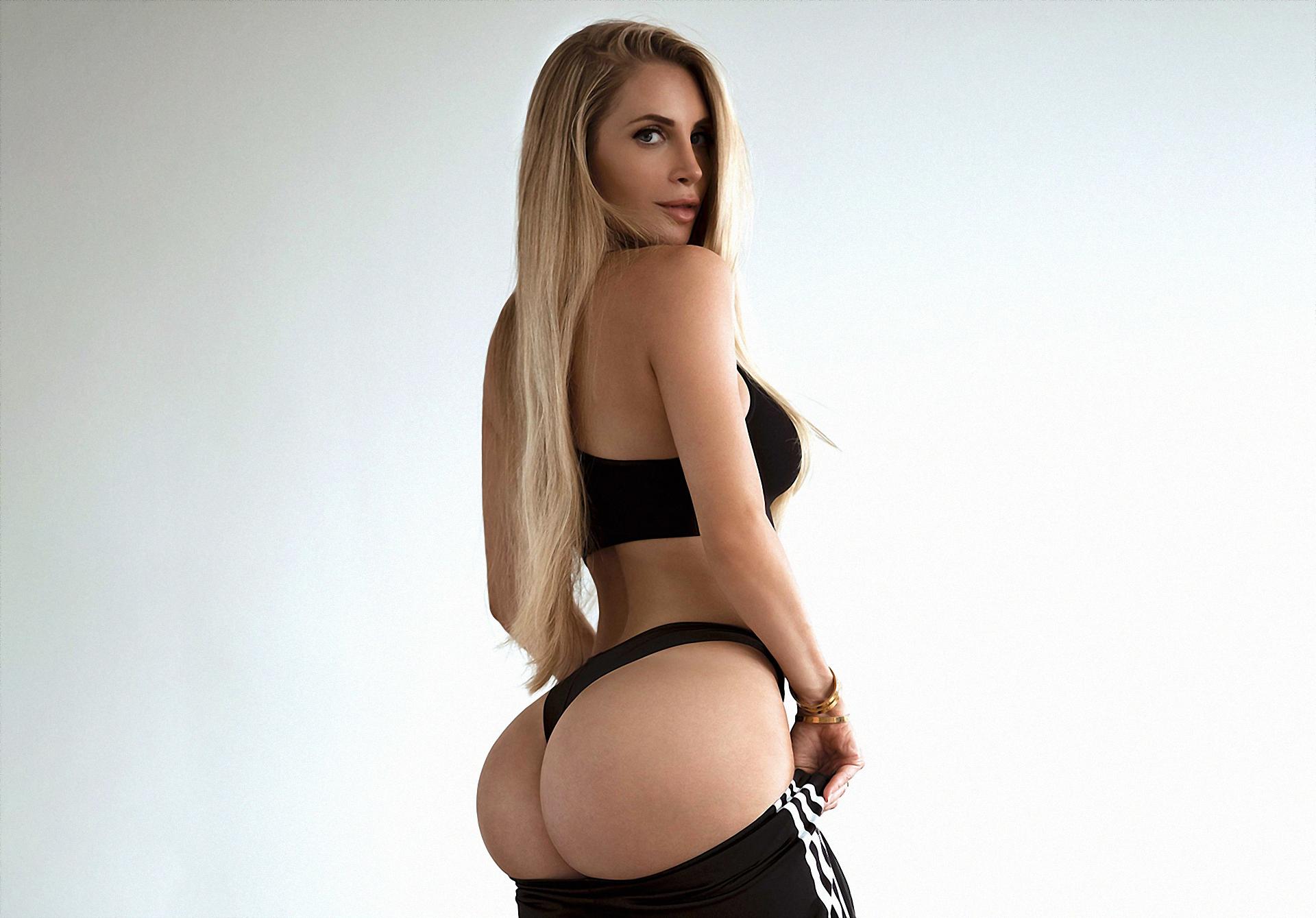 blondinka-negr-popu