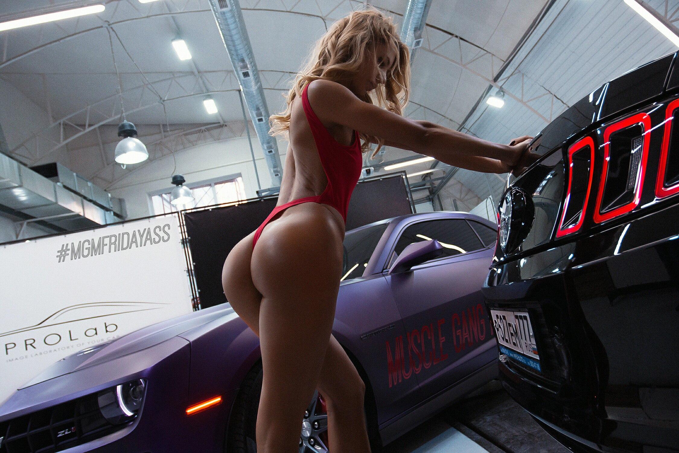 Роскошные попки в машине