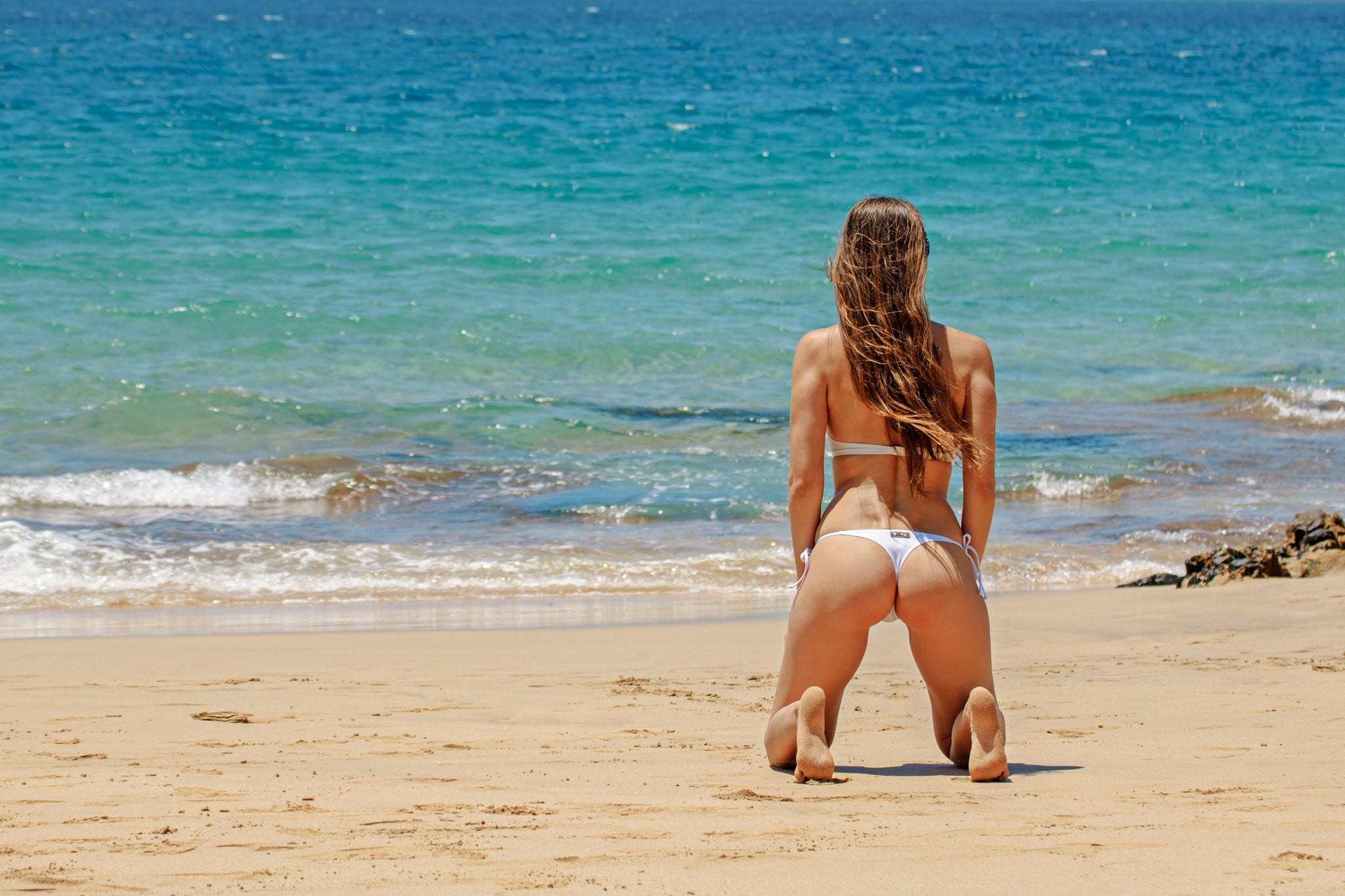 порно этой девчата на пляже диком фото классная, смуглая сексапильная