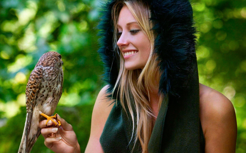 Blondínky s veľkými vtáky