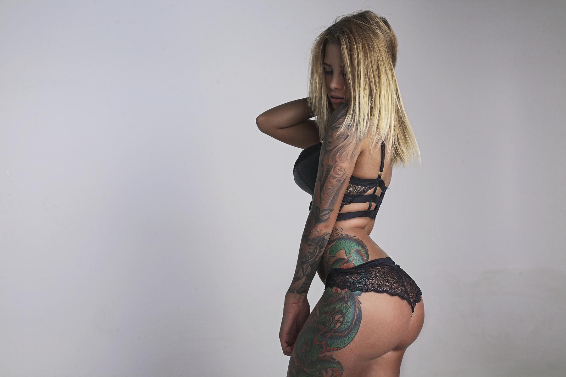 Загорелые блондинки и в тату, лесбиянки трио анал