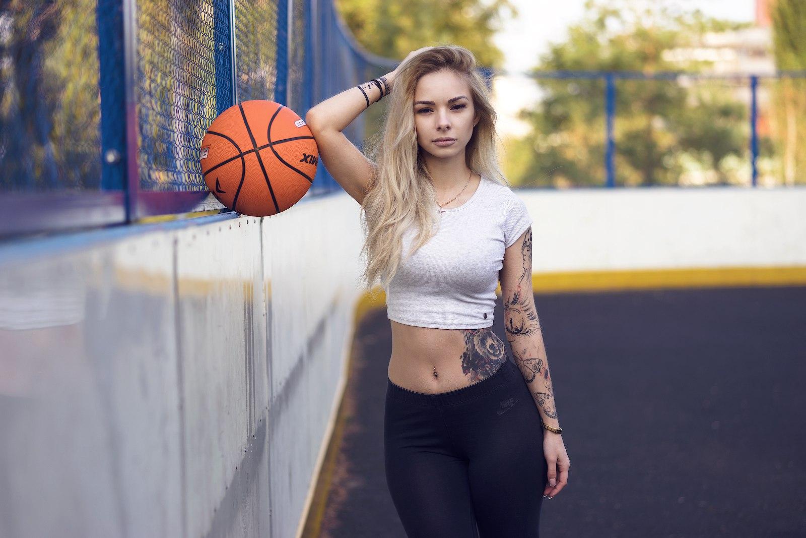 wallpaper : blonde, ball, yoga pants, belly, pierced navel, portrait