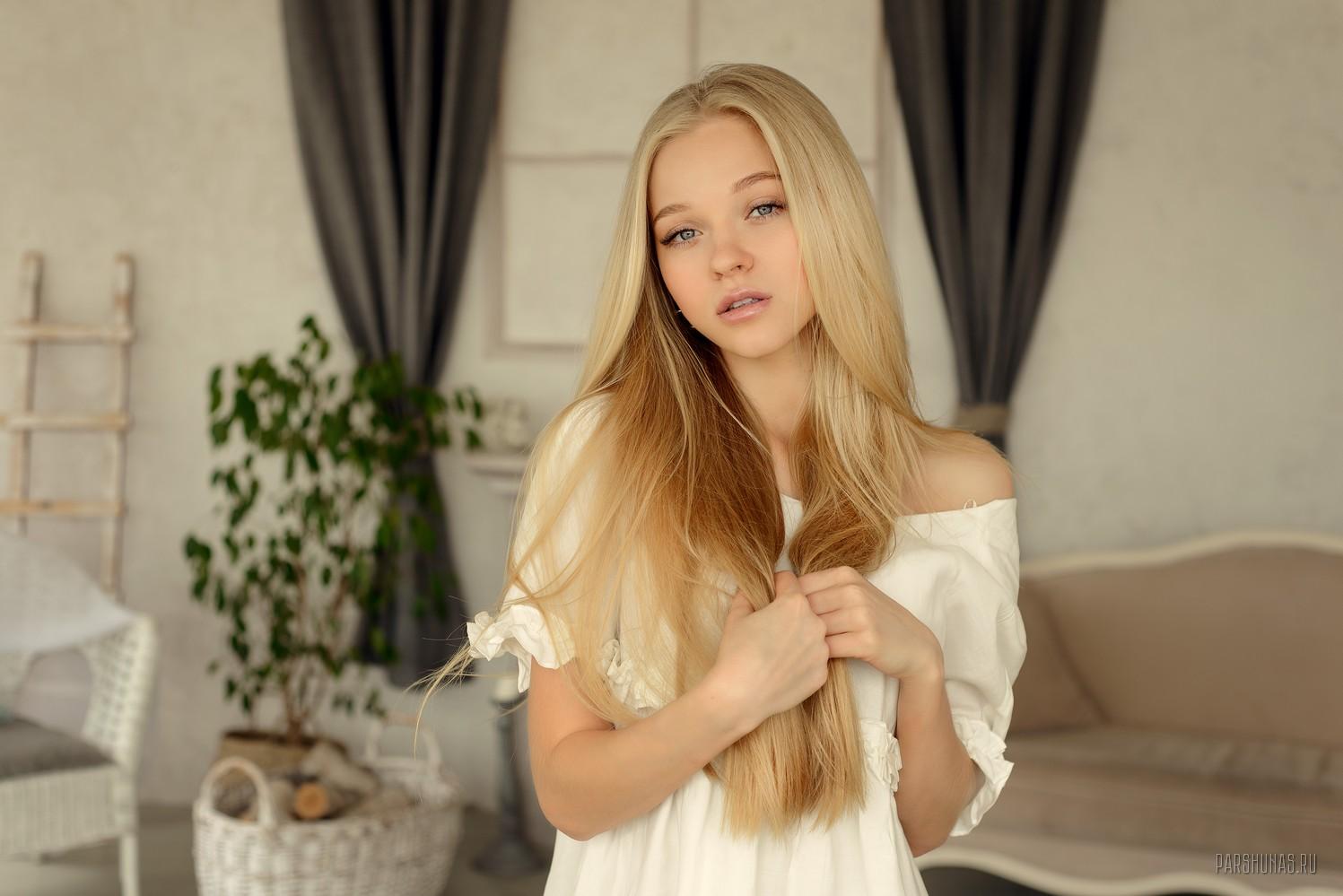 Блондинка Девственница
