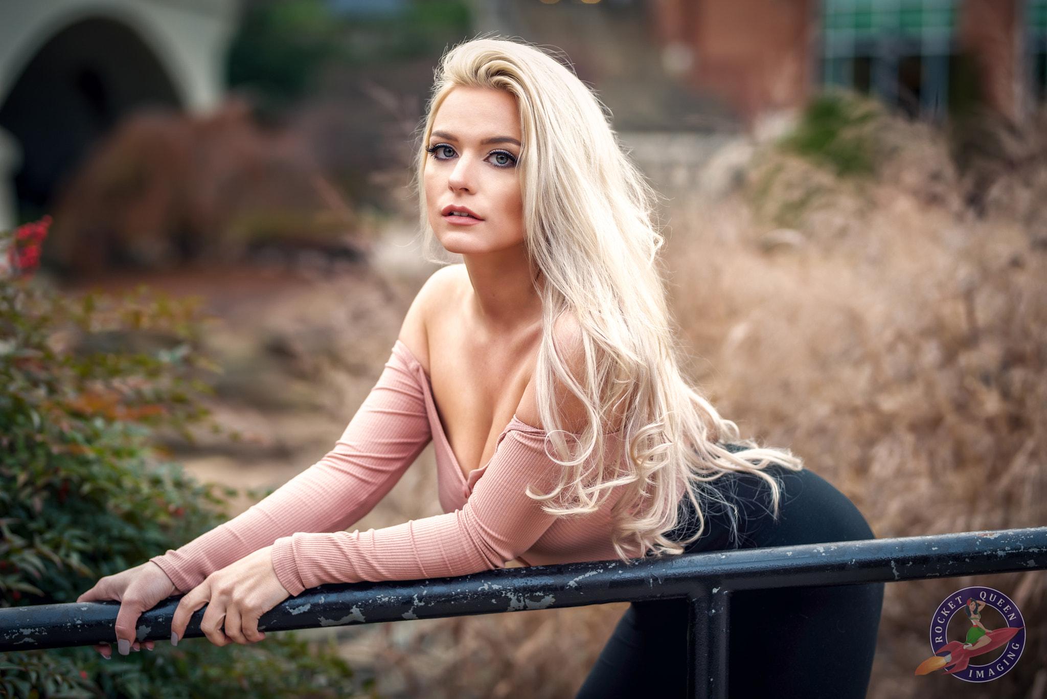 Wallpaper : blonde, face, women outdoors, long hair, bent