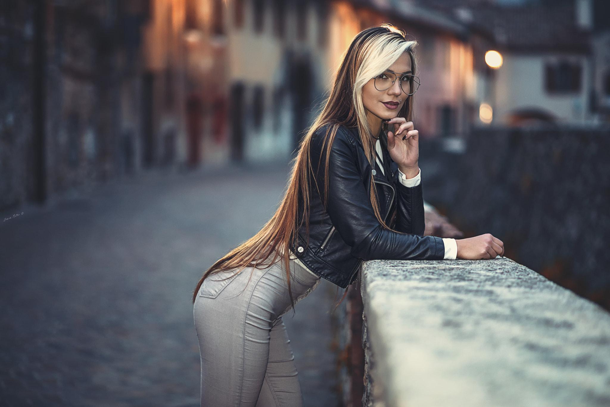 haut de gamme authentique factory grande vente au rabais Fond d'écran : femmes, blond, jeans, Femmes avec des ...