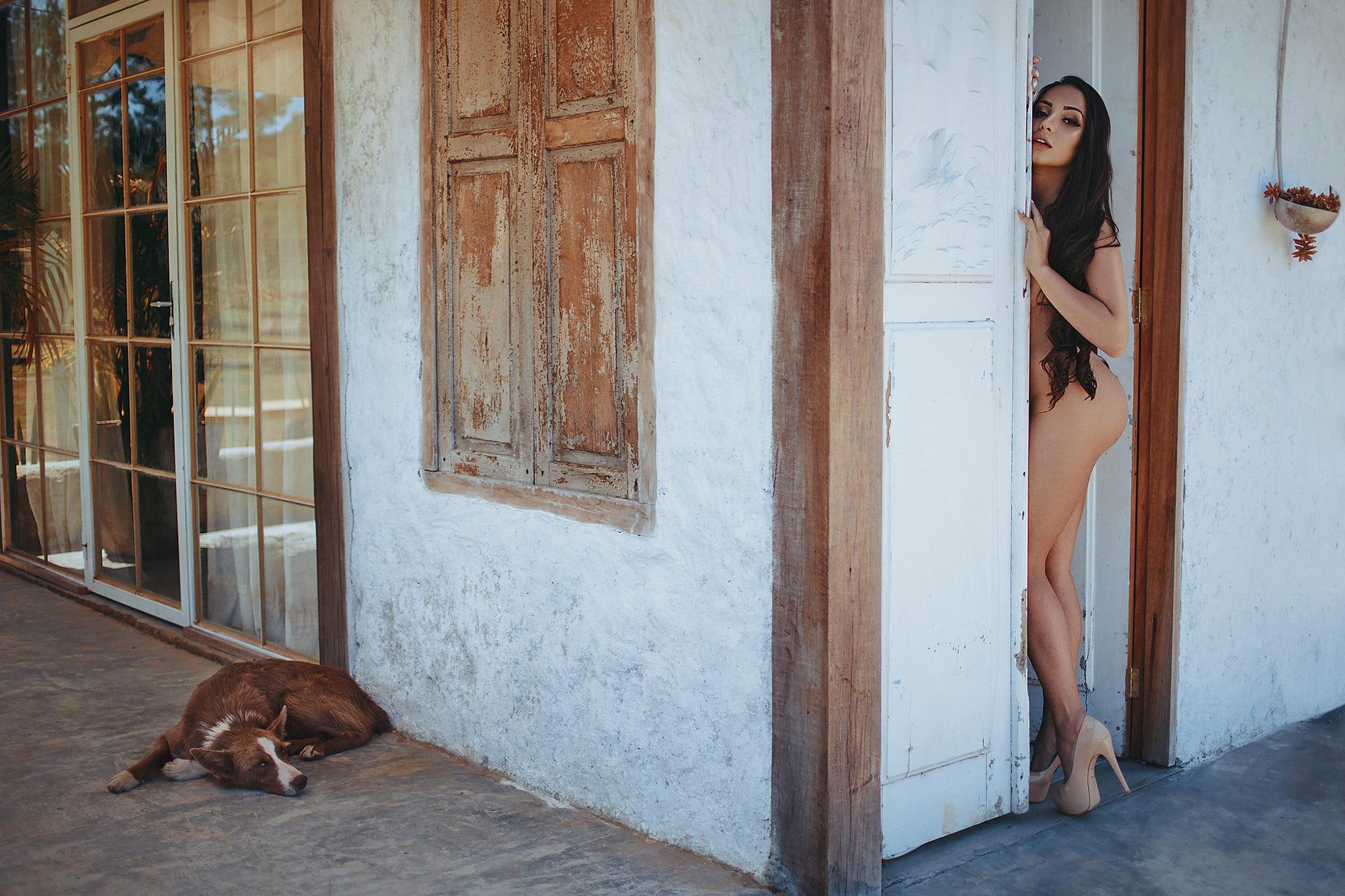Nackt hund frauen mit Weil sein